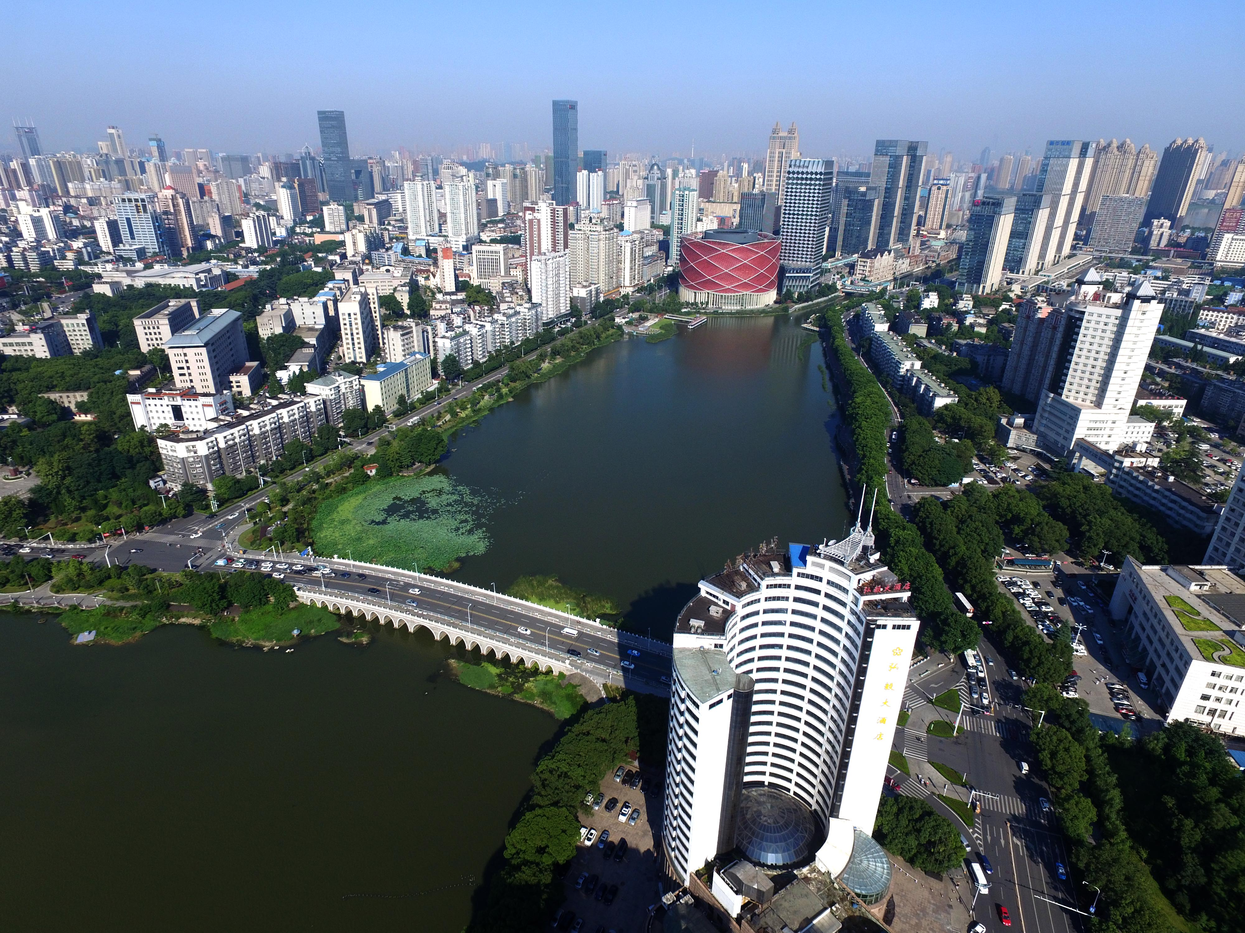 A kínai városban terjedő rejtélyes betegséget nem a visszatérő SARS-vírus okozza