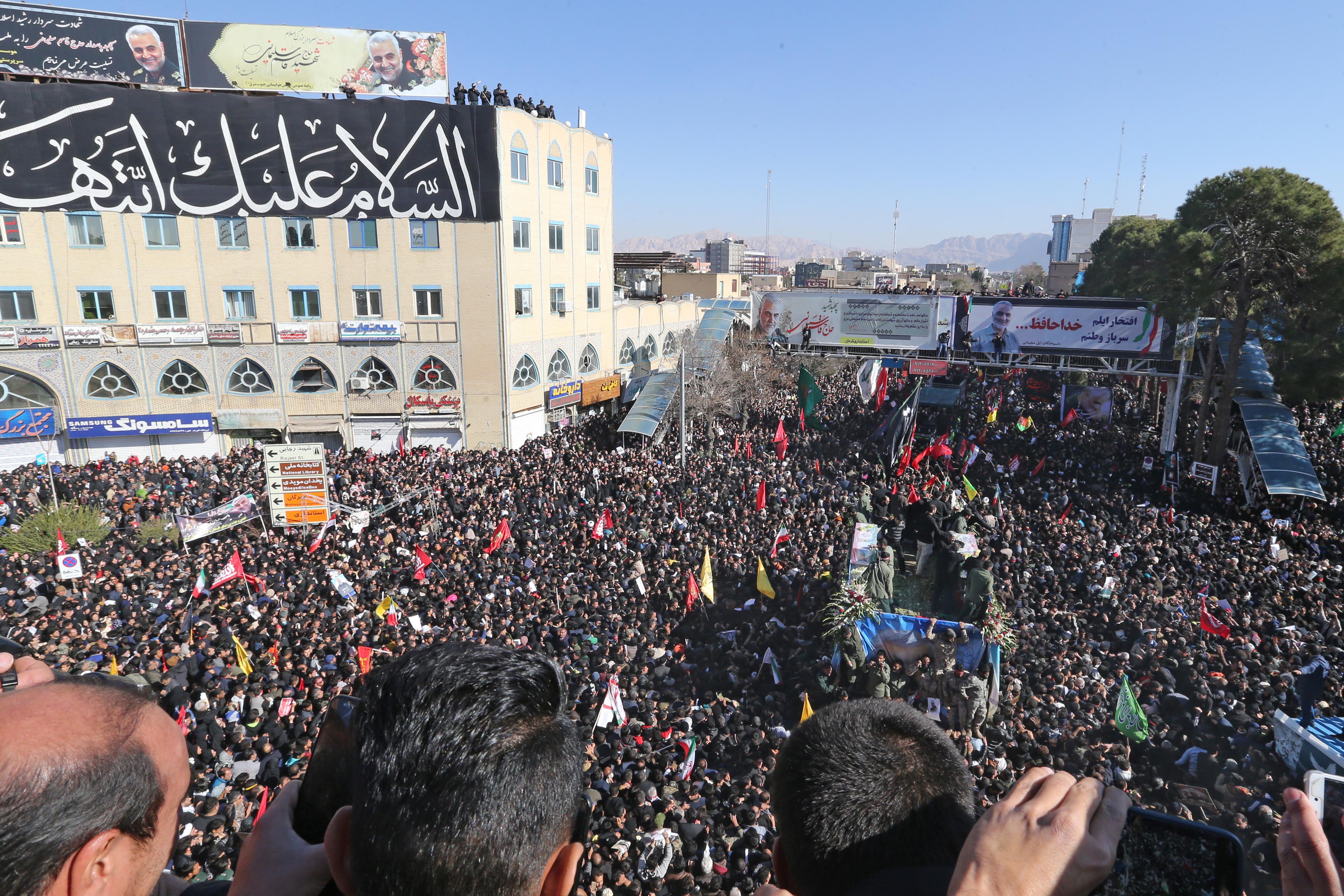 Akkora tömeg volt Szulejmani temetésén, hogy le kellett fújni az egészet