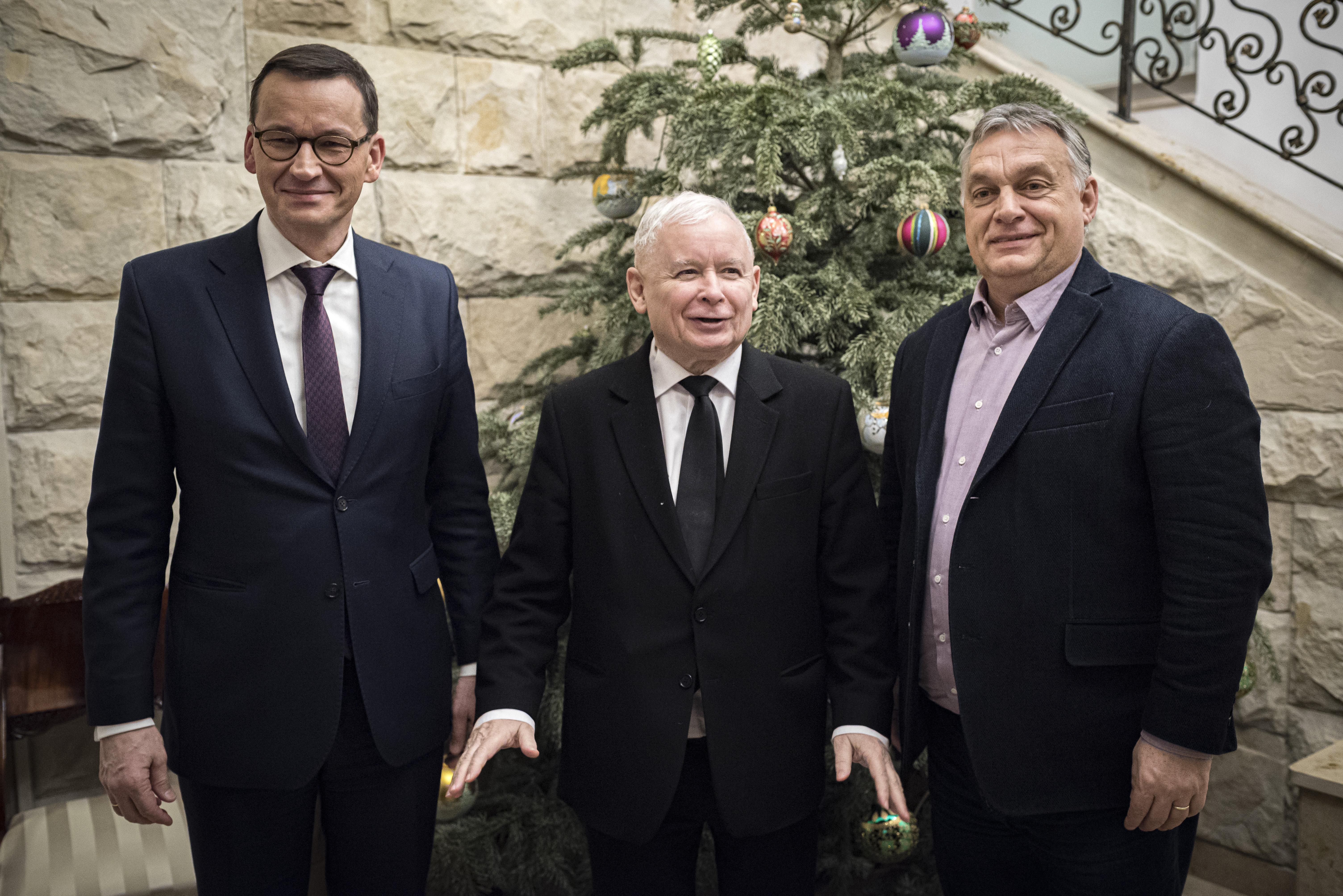 Orbán váratlanul Varsóba repült