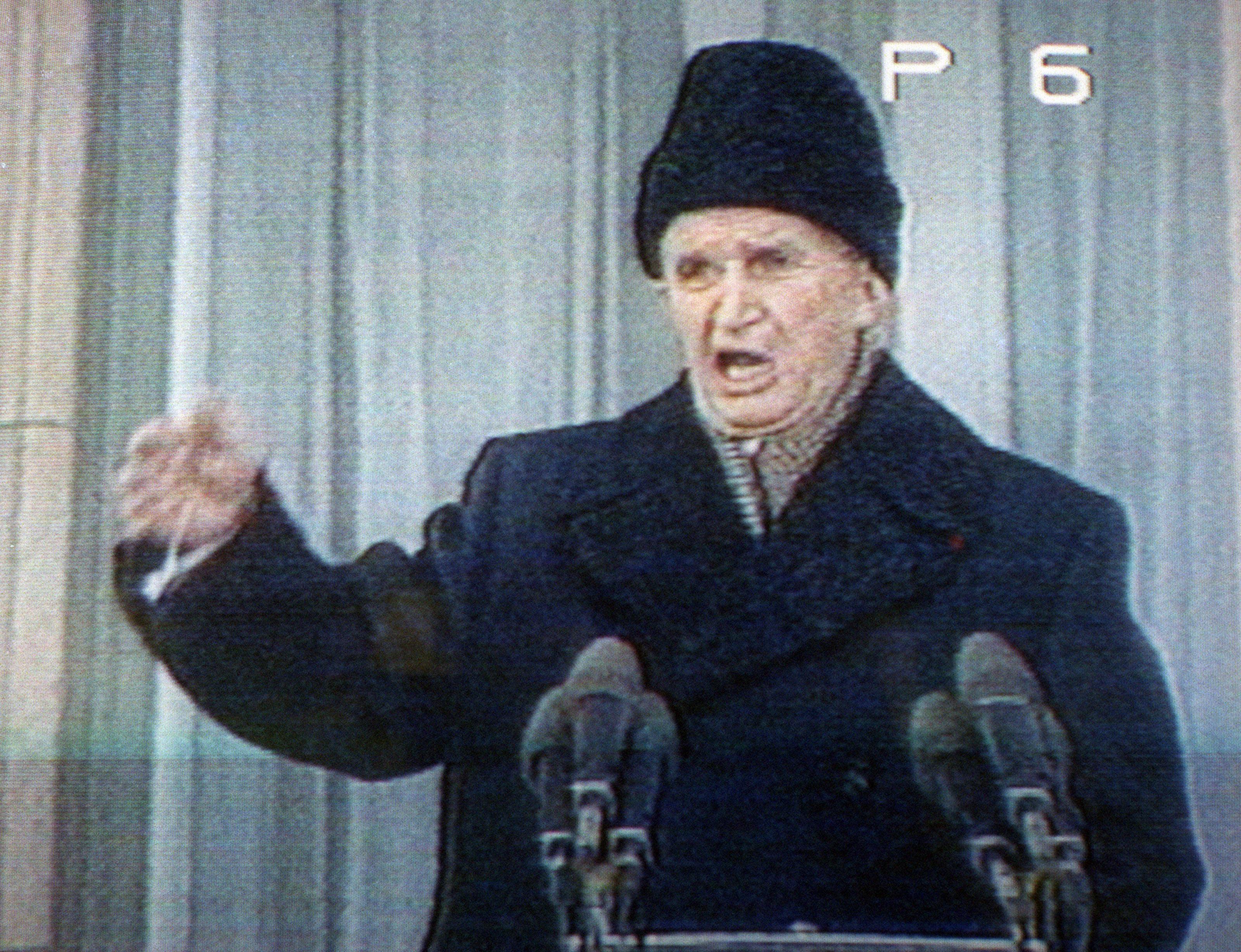 A román belügyminiszter a karánsebesi ortodox pópával füstöltette ki Nicolae Ceaușescu szellemét az irodájából