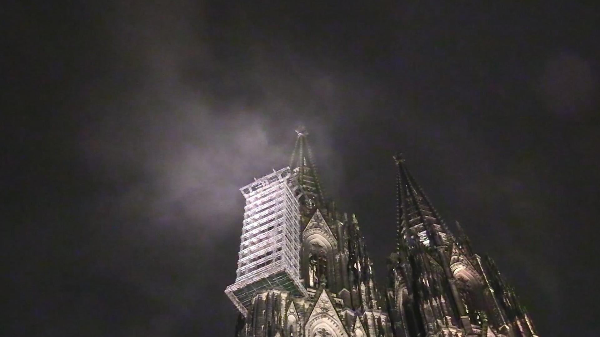 Füstnek látszó felhő okozott pánikot a kölni dómnál