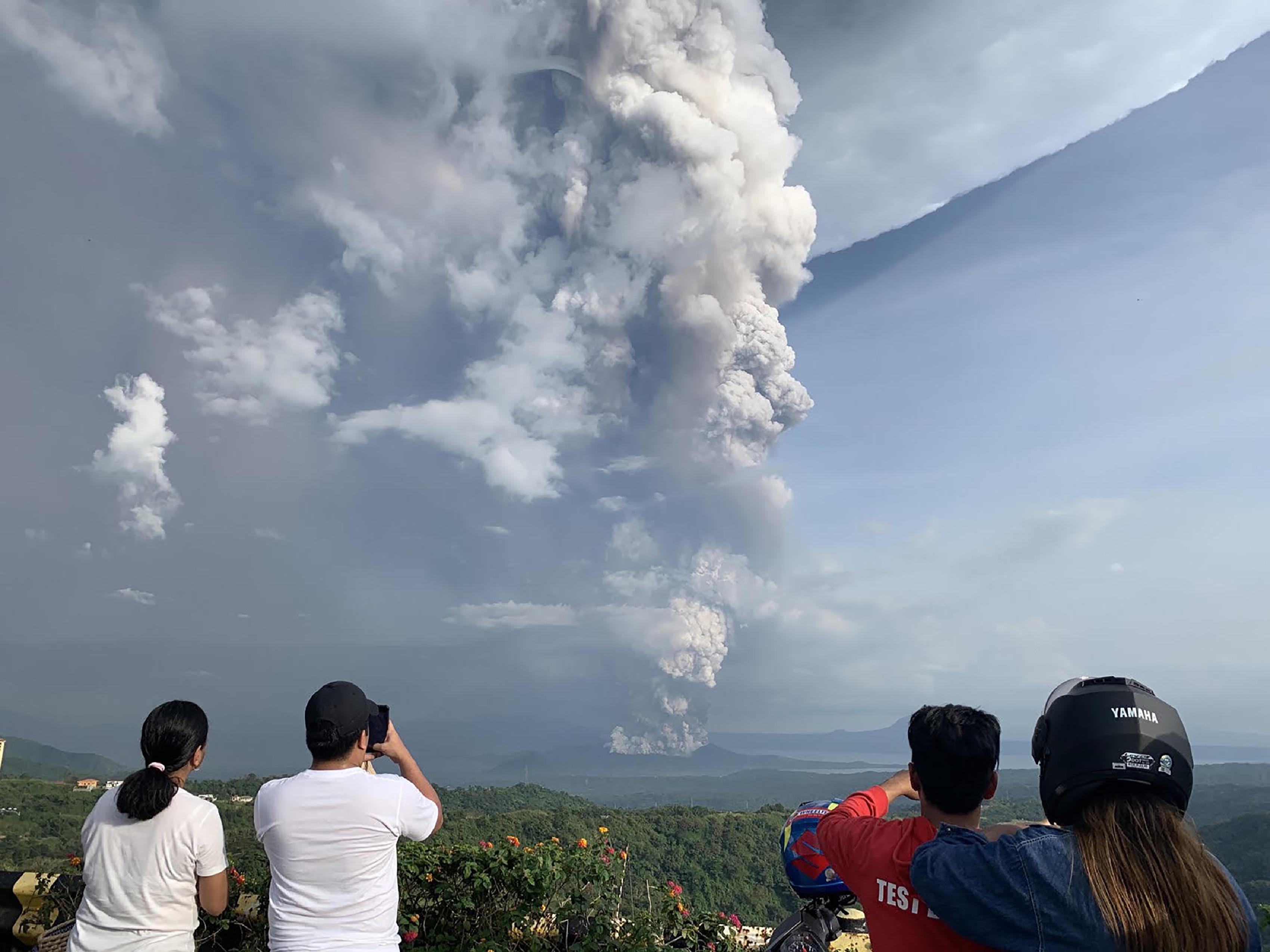 Kitörőben van egy vulkán Manila, a Fülöp-szigetek fővárosa közelében