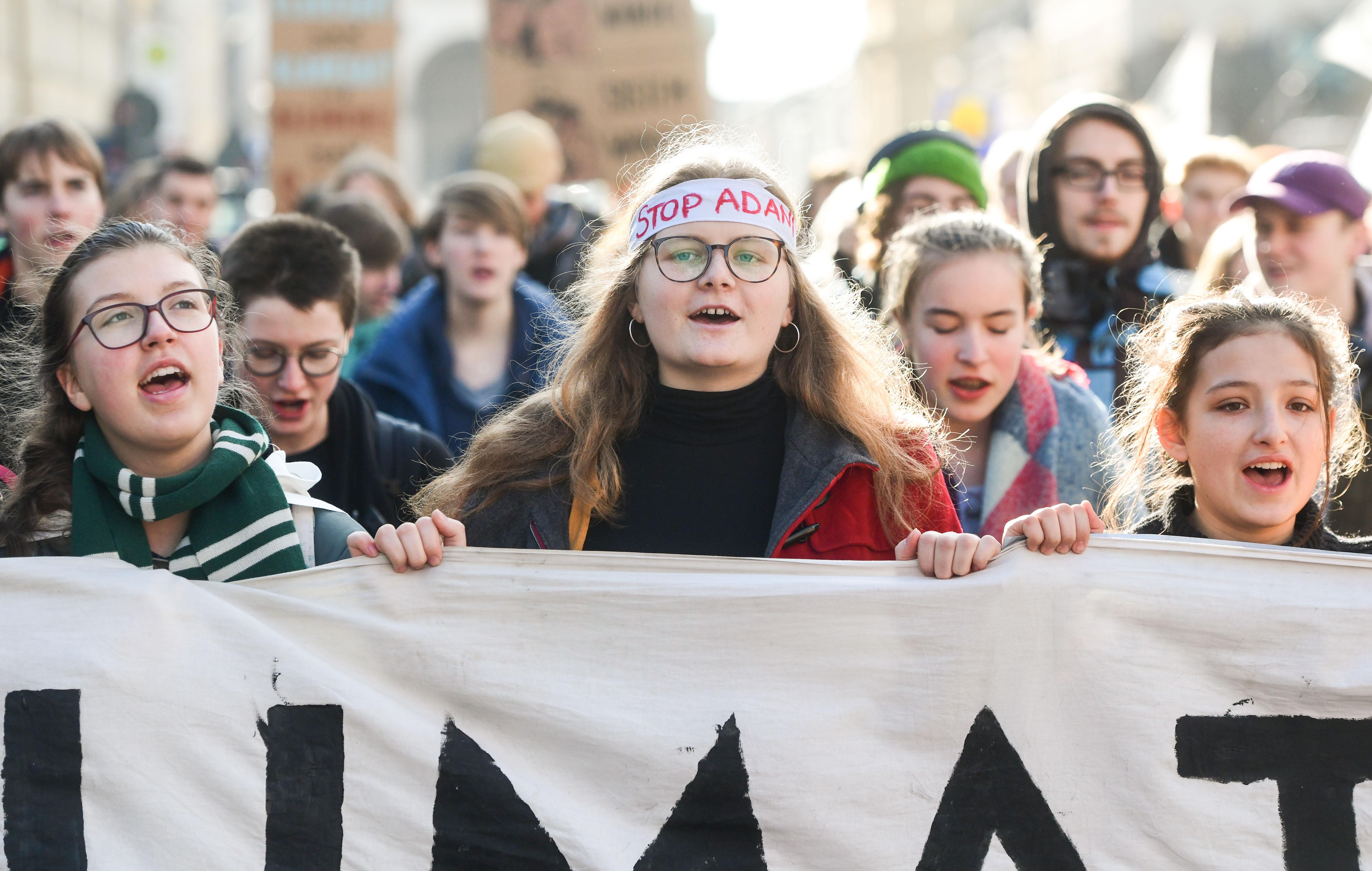 Hiába a tiltakozás, a Siemens segít megnyitni a világ egyik legnagyobb szénbányáját Ausztráliában