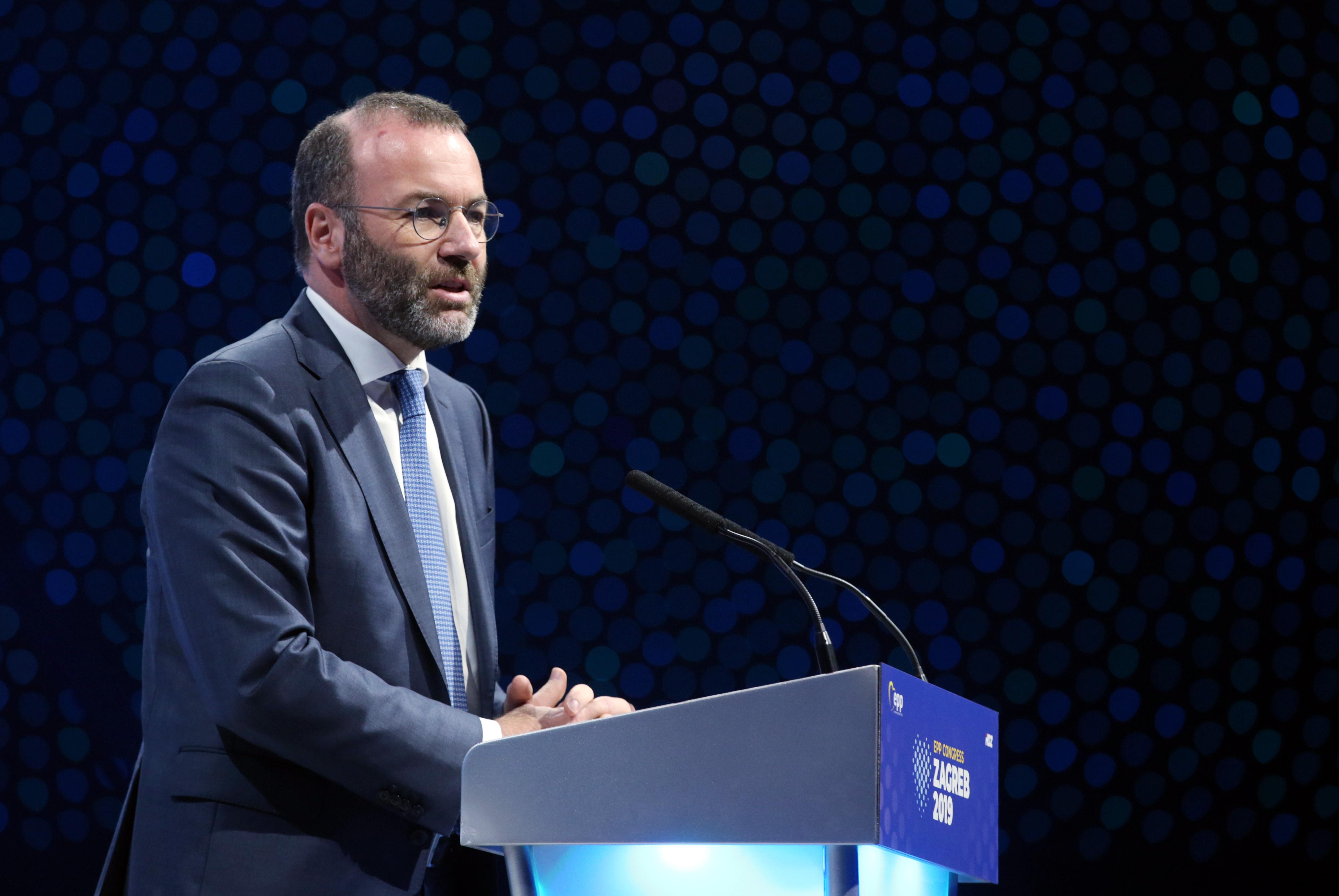 Manfred Weber szerint Orbán fordított hátat a keresztény alapértékeknek