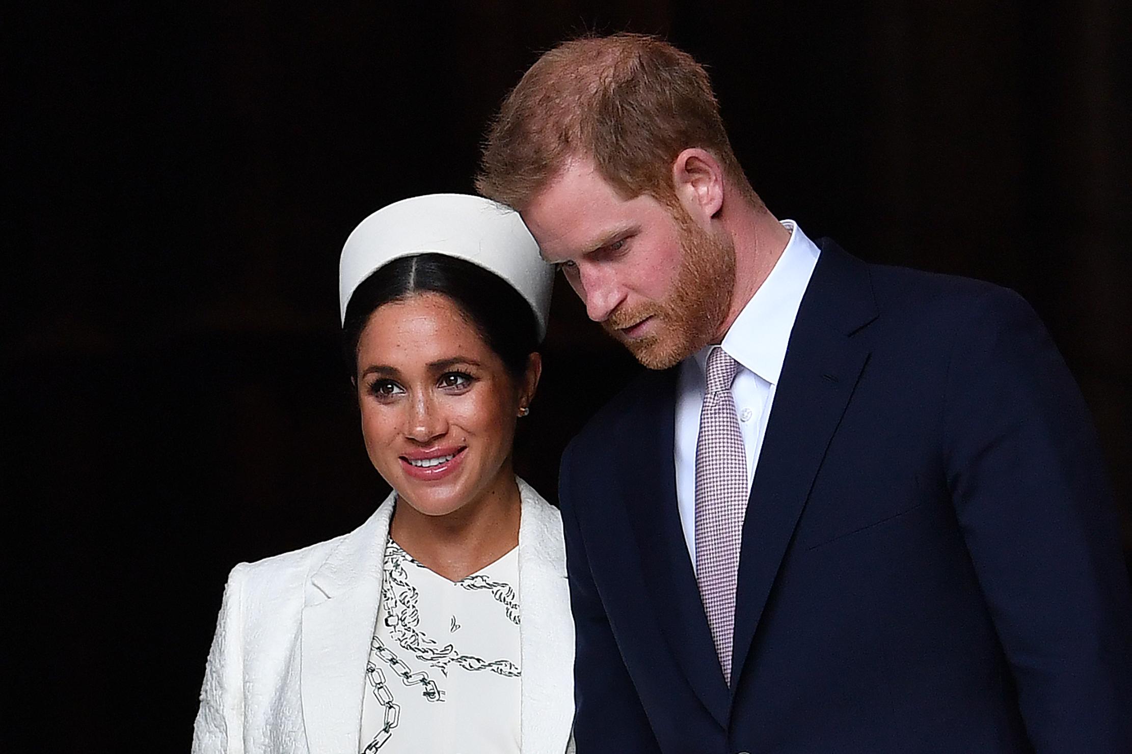 Buzzfeed: Ezek a bulvárlap-címek mutathatják meg, miből lett elege Harry hercegnek és Meghan Markle-nek
