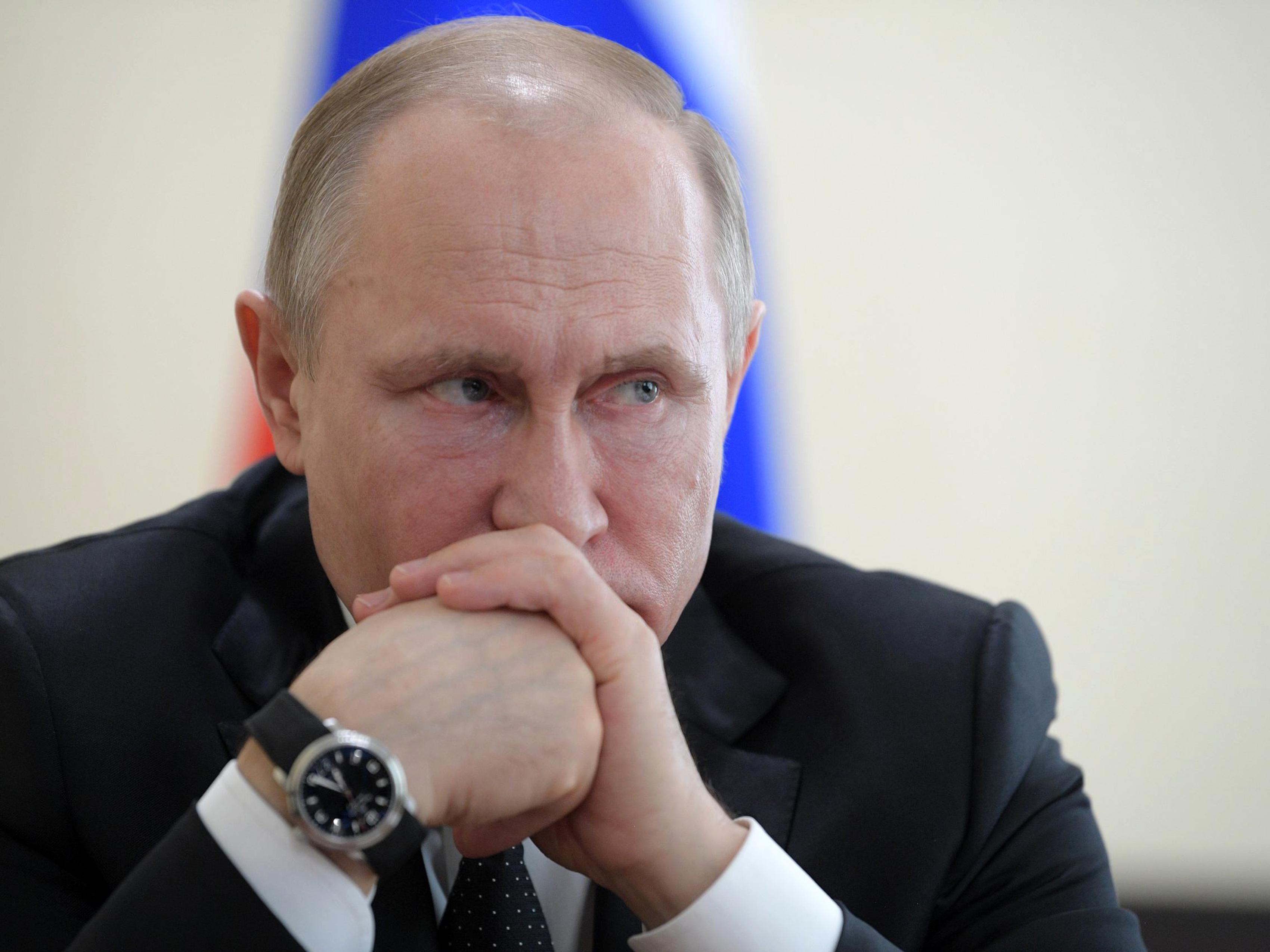 Putyin alkotmányba foglalná Istent és a hagyományos házasságot