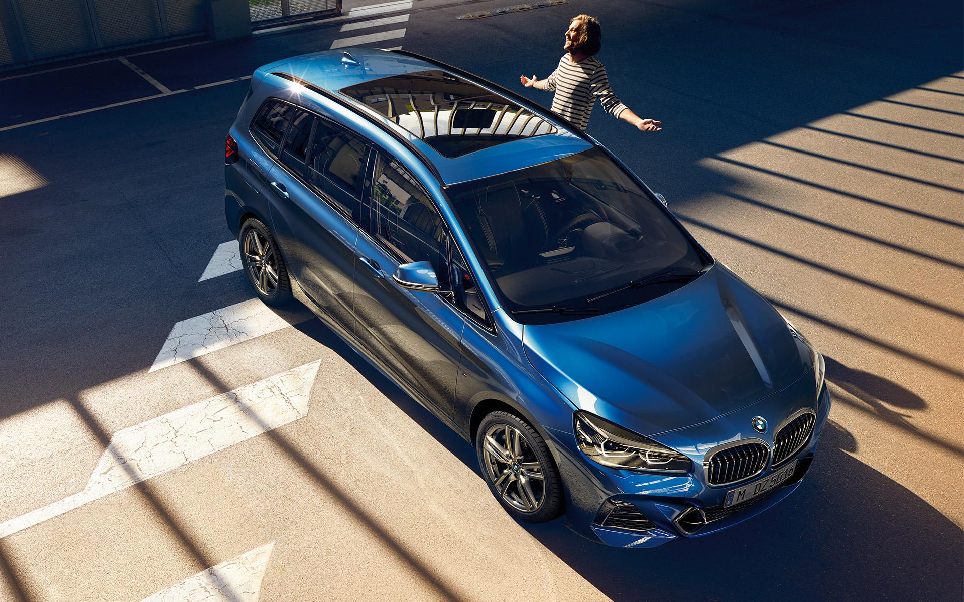 A BMW 493 százalékkal növelte 7 üléses modelljének eladásait a nagycsaládosok kormányzati támogatása miatt
