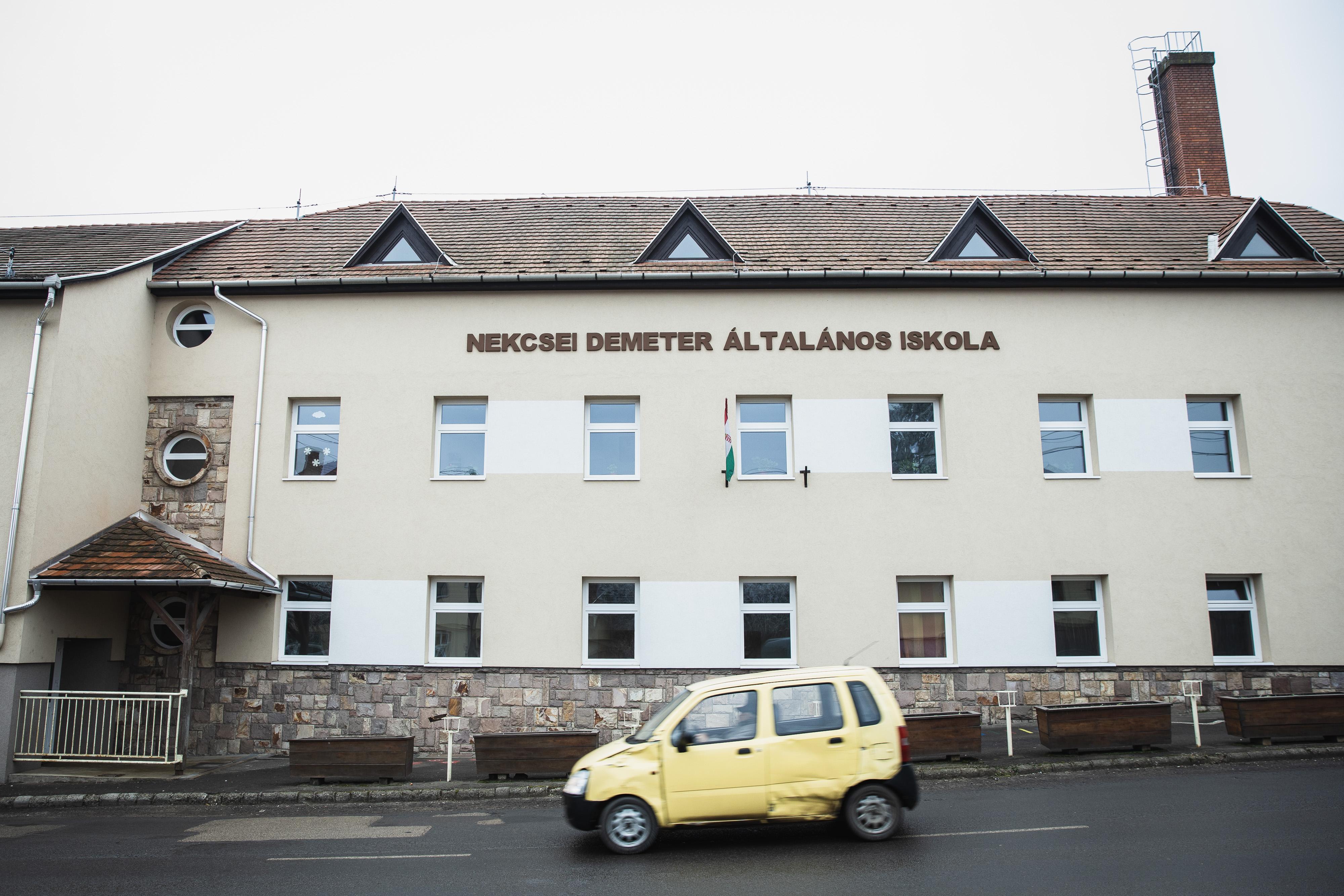 Felfüggesztette az ügyészség a gyöngyöspatai iskola diákját falhoz vágó igazgató elleni vádemelést