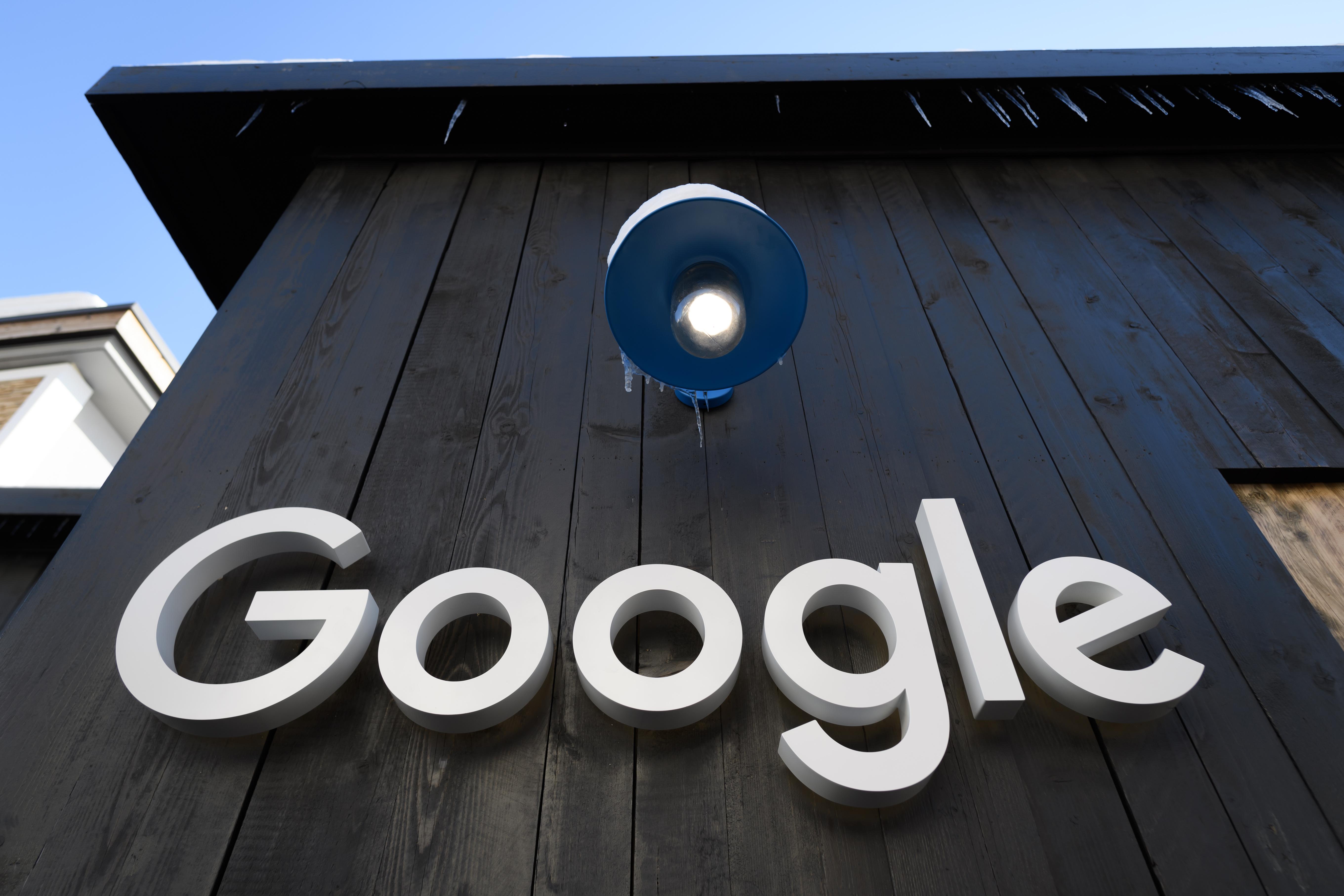 Pert nyert az ausztrál fogorvos, a Google-nek el kell árulnia, ki írt rossz értékelést a munkájáról
