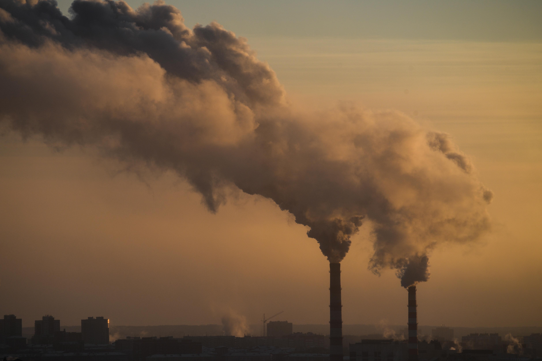 Világszerte évi 4,5 millió halálesetet okoz, és 2900 milliárd dolláros terhet ró a gazdaságra a légszennyezettség