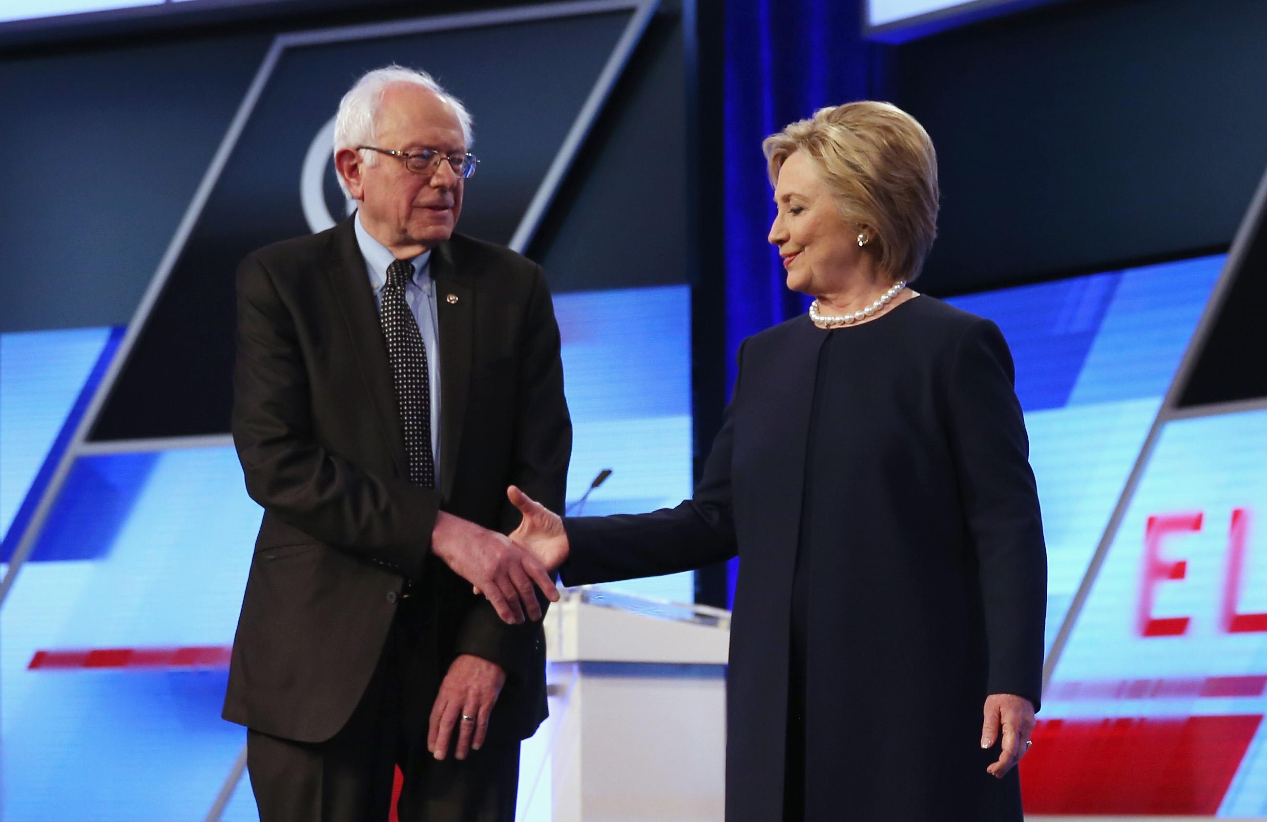Hillary Clinton szerint senki sem szereti Bernie Sanderst