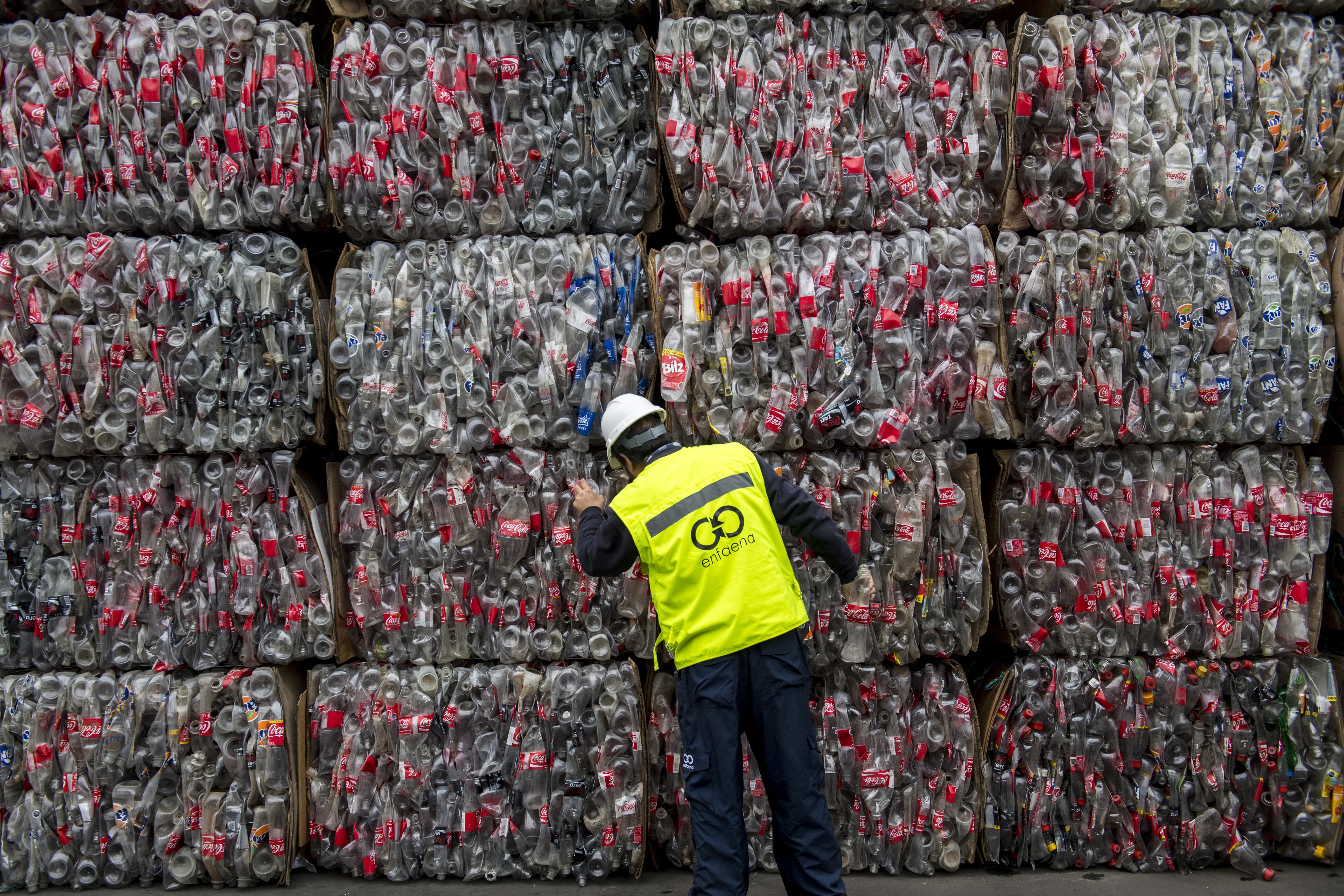 A Coca-Cola nem mond le az egyszer használatos műanyagpalackról, mert szerintük a fogyasztók ragaszkodnak hozzá