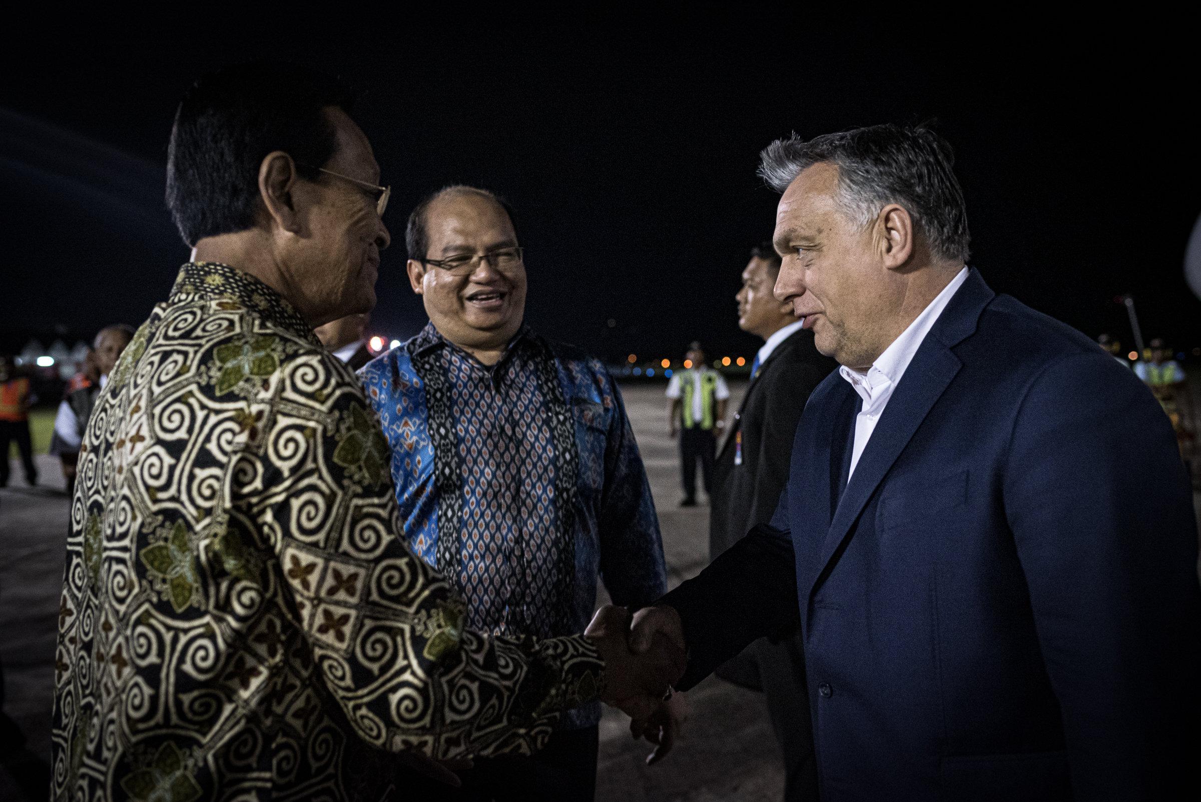 """""""Szultáni fogadtatást"""" kapott Orbán az indonéziai Yogyakartában"""