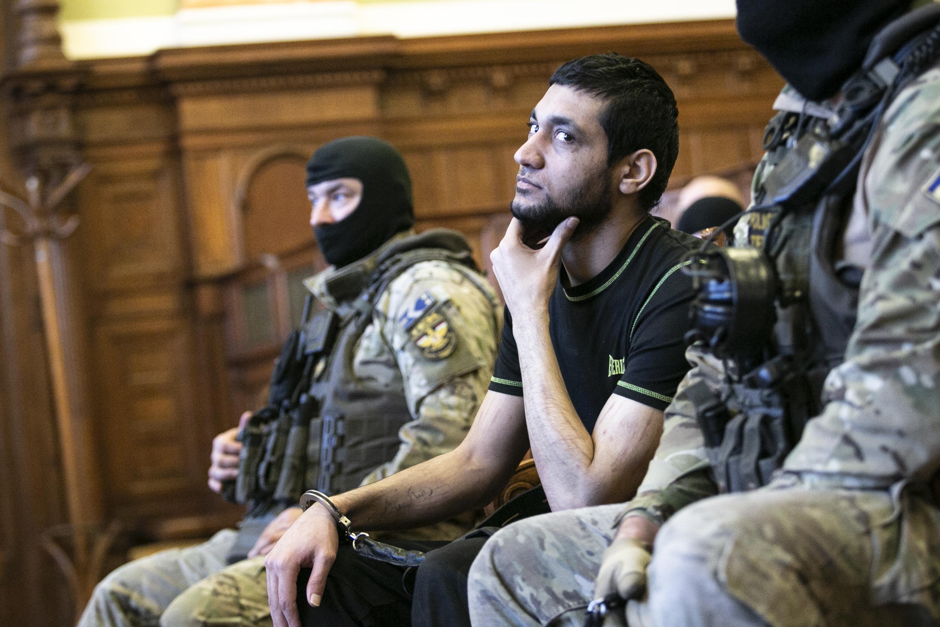 """""""Magasba emelték a levágott fejet, és azt üvöltötték, hogy Allahu Akbar!!"""""""