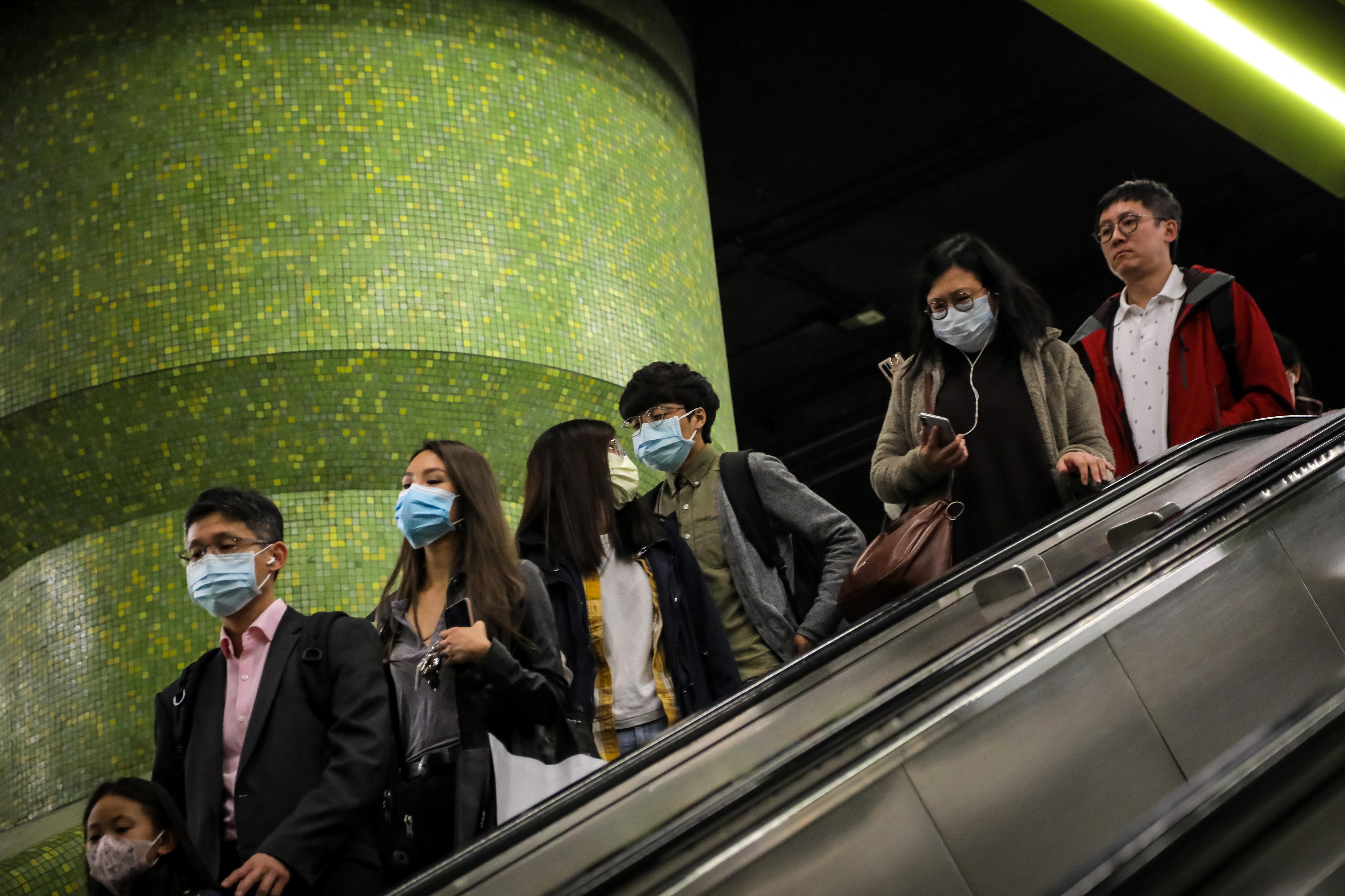 Újabb két várost zártak le Kínában a koronavírus miatt, megvan az első amerikai beteg is