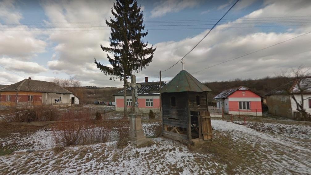 Csenyéte polgármestere szerint a településen azért halt meg egy ember, mert a mentősöknek a falu szélén kellett várniuk a rendőrökre