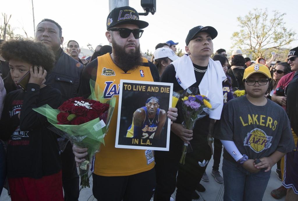Annyi rajongó lepte el Kobe Bryant baleseti helyszínének környékét, hogy utakat kellett lezárni