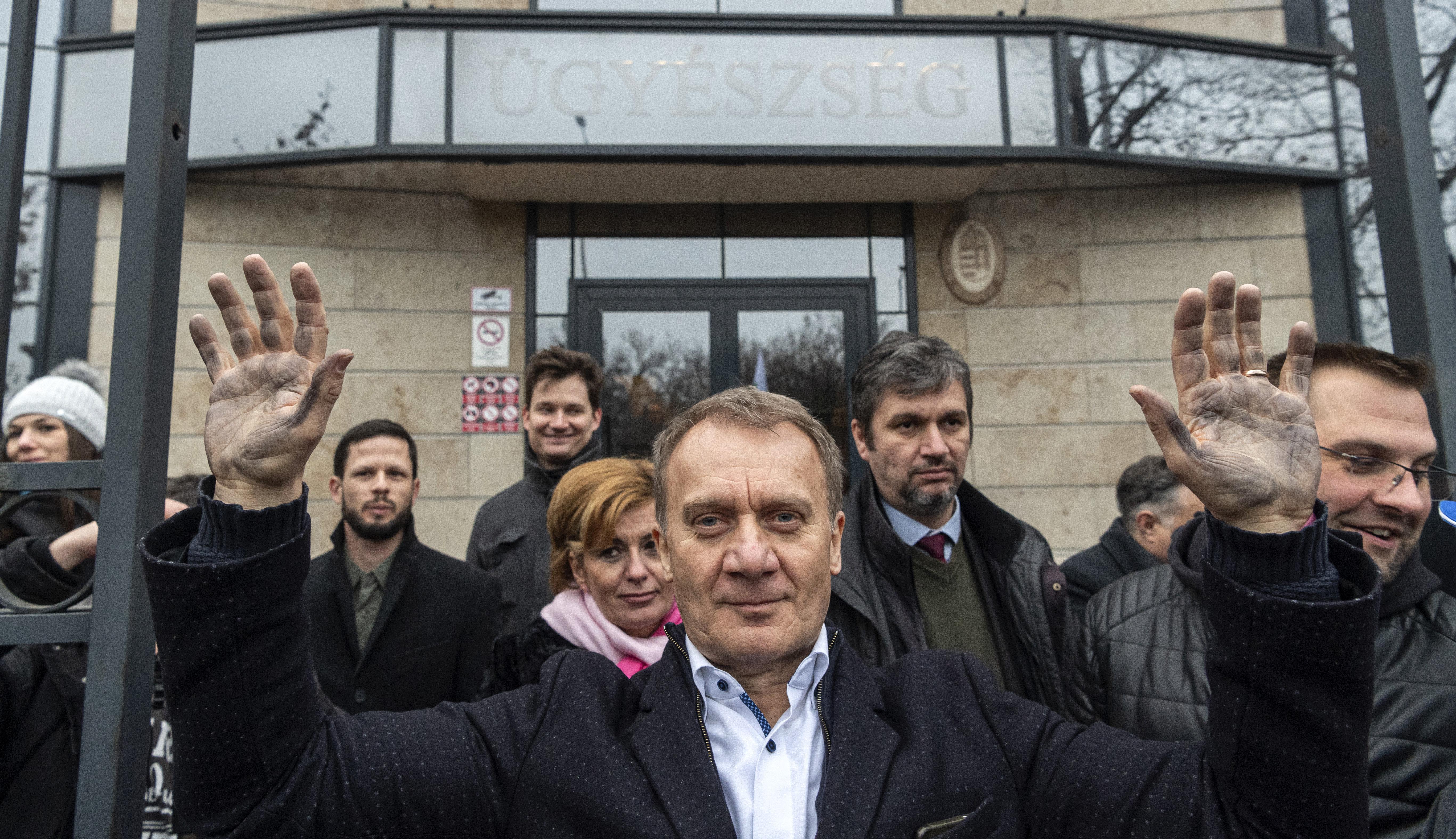 Kúria: Ha az M1 műsorvezetője utal az ellenzéki véleményekre, az már kiegyensúlyozott tájékoztatásnak minősül