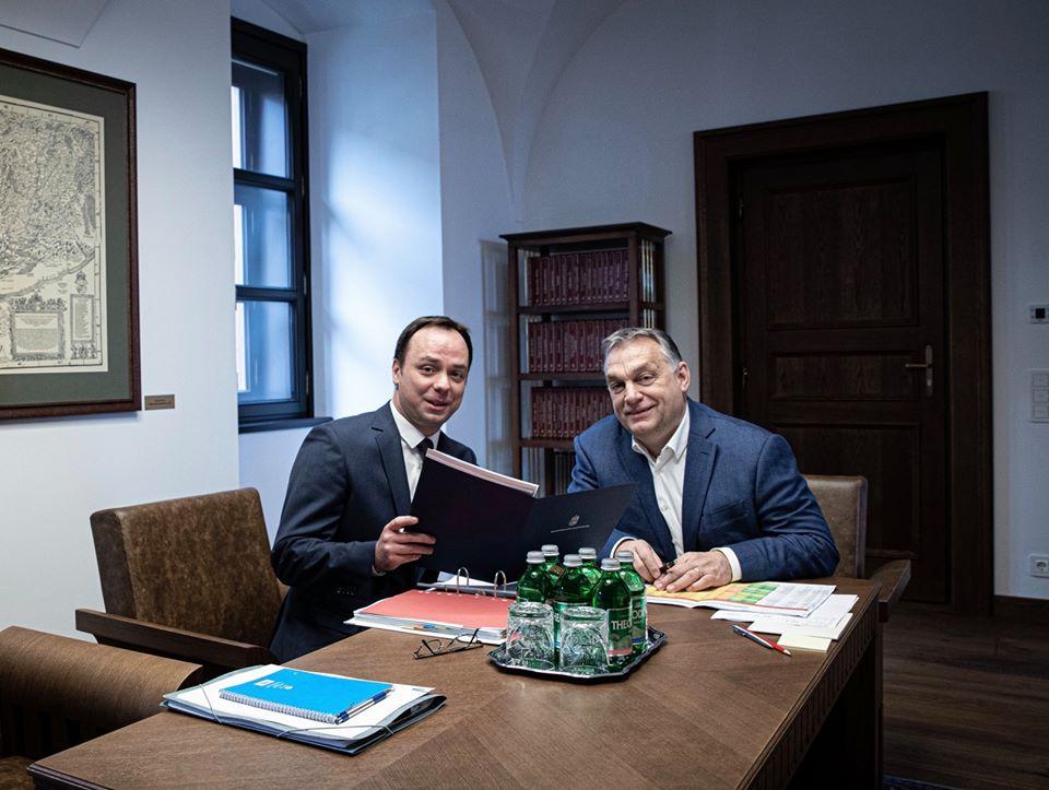 Pont aznap járt az egri fideszes képviselő Orbánnál, amikor kiderült, hogy pártszimpátia alapján listázták a város választópolgárait