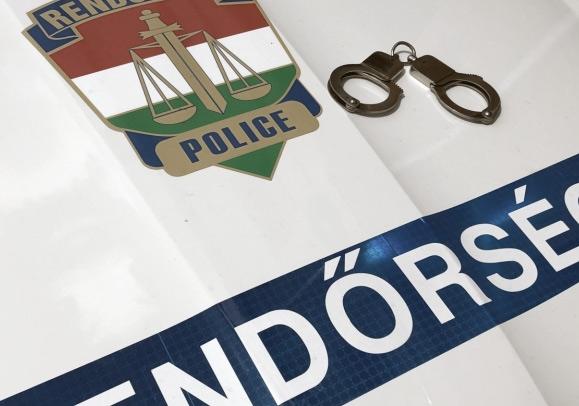 Letartóztattak három rendőrt, akik életveszélyes sérüléseket okozhattak egy garázdasággal gyanúsított férfinak