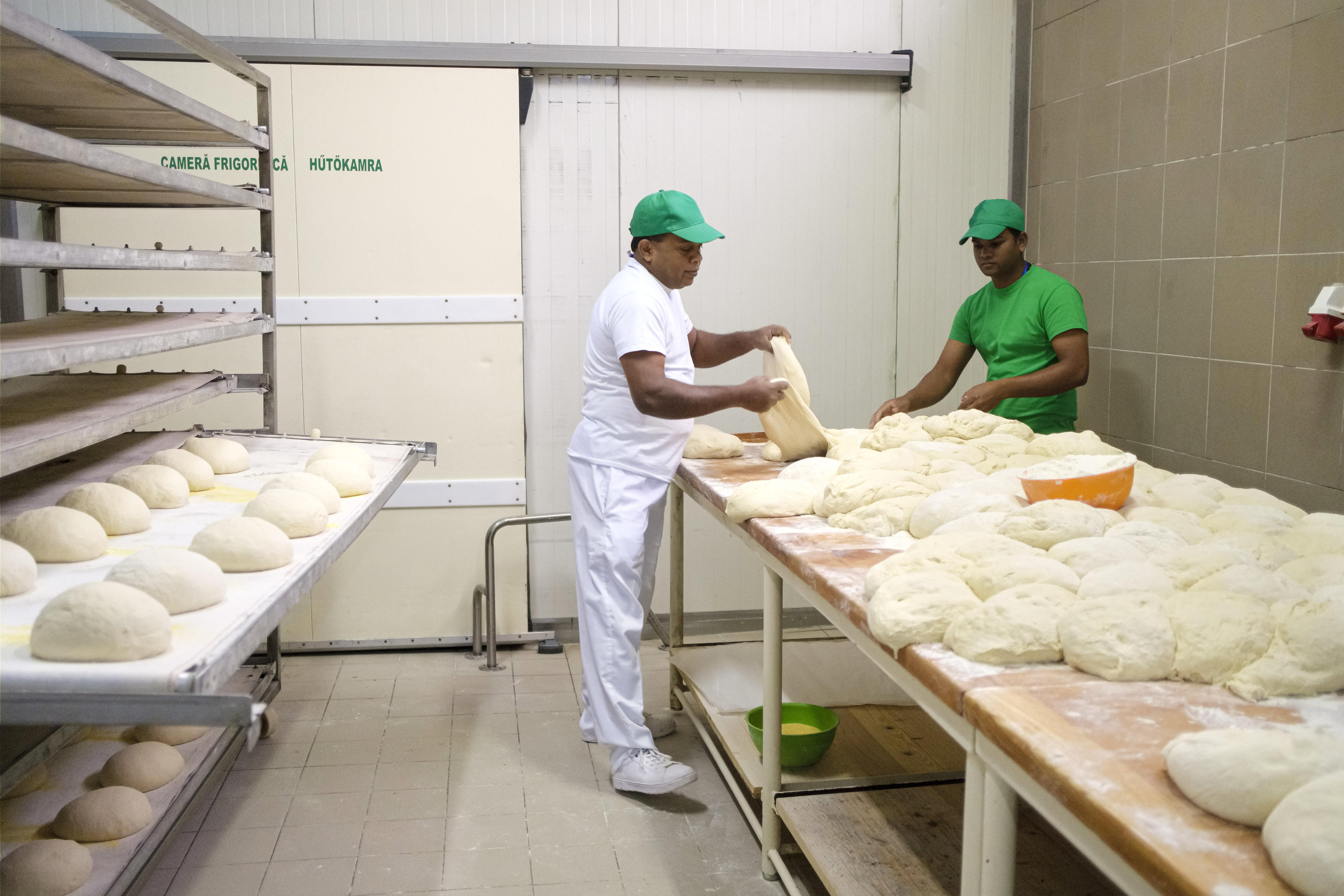 A ditrói pékség békülni látszik a Srí Lanka-i alkalmazottak miatt háborgó helyiekkel