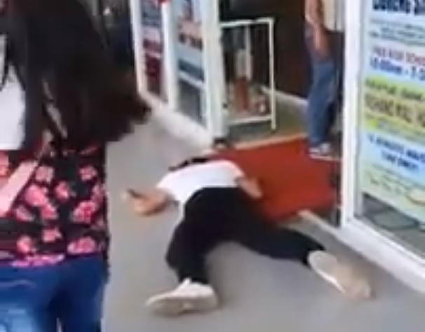 Nagyba prankelgetett a Fülöp-szigeteki vlogger: arcmaszkban játszotta el, hogy elájul a plázában → letartóztatták