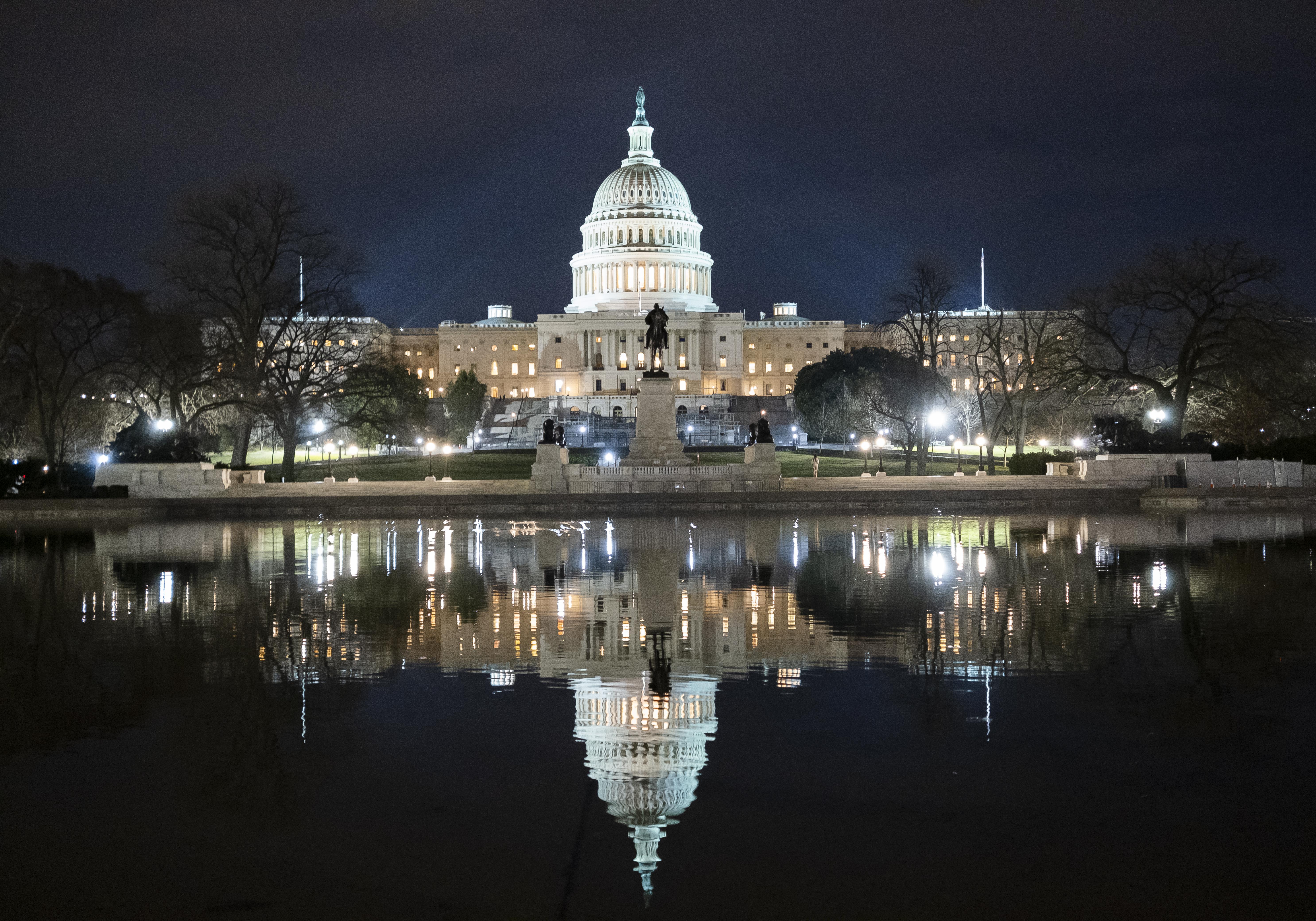 Több milliárd dolláros segélycsomagról döntött az amerikai Kongresszus