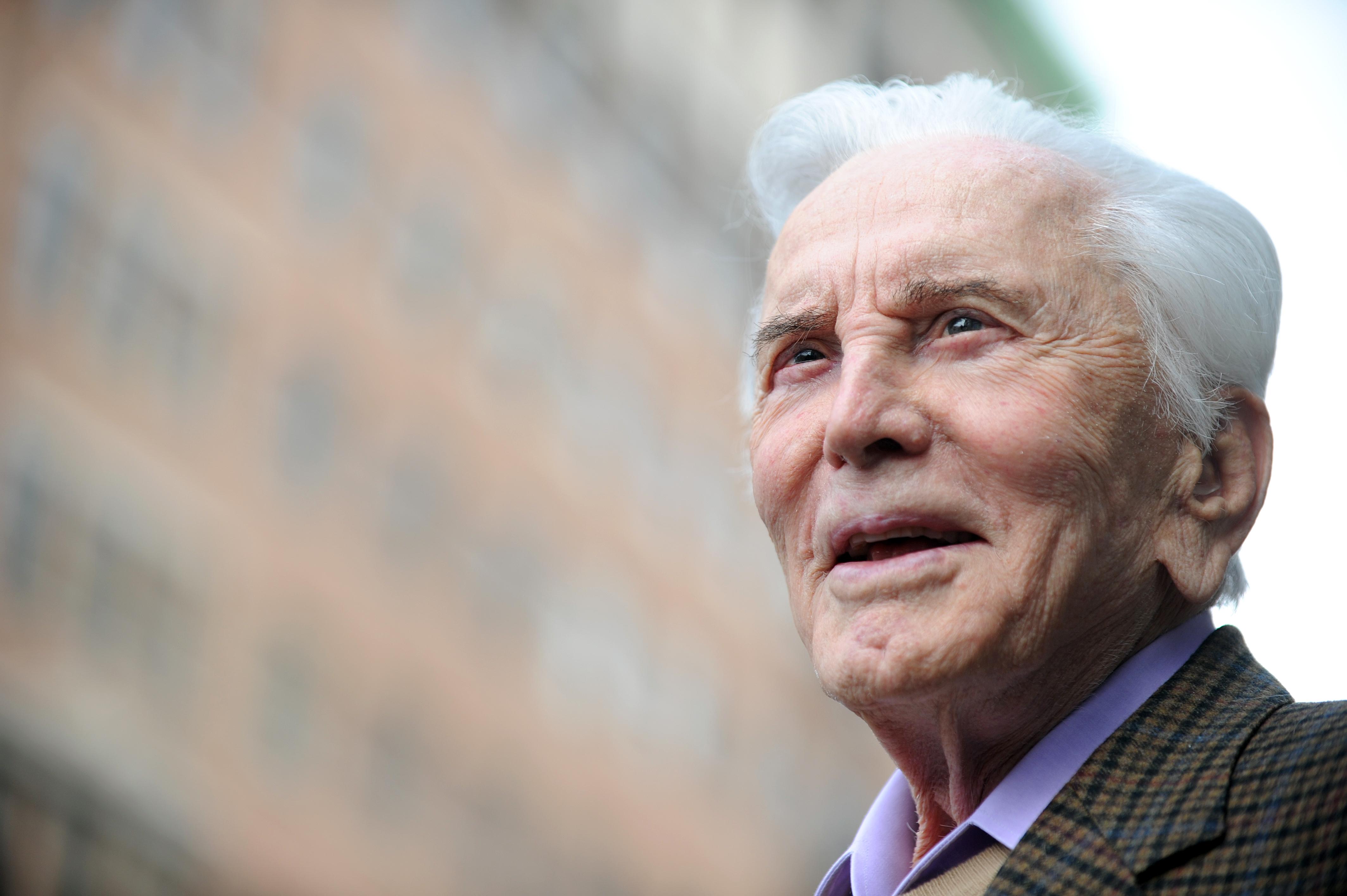 103 éves korában meghalt Kirk Douglas