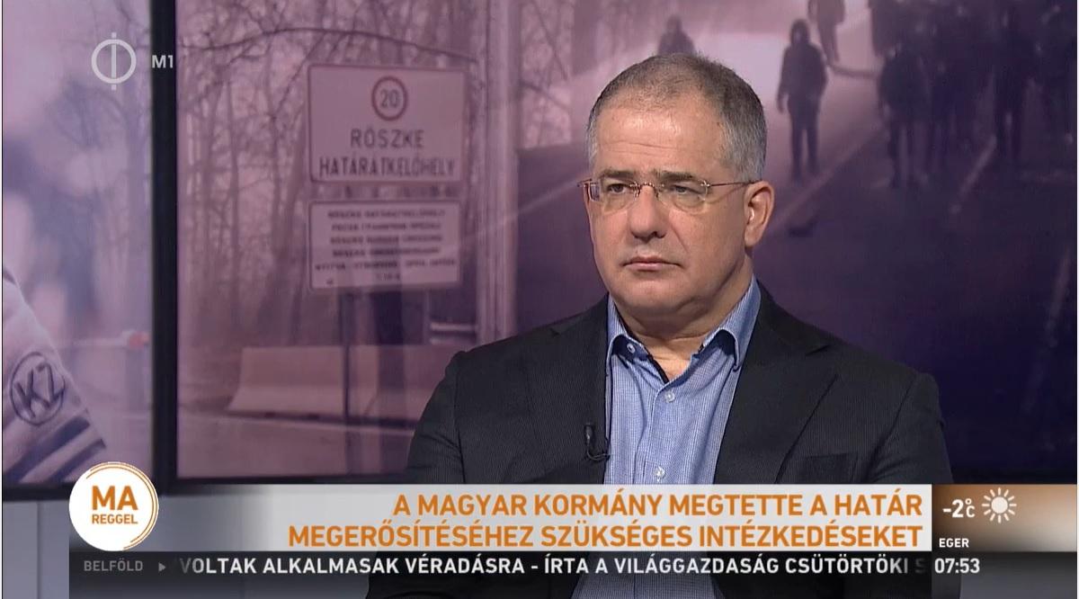 Az állami tévé úgy tudja, migránskaraván indul Magyarország felé, Kósa Lajos figyelmeztetett: rengeteg a dezinformáció