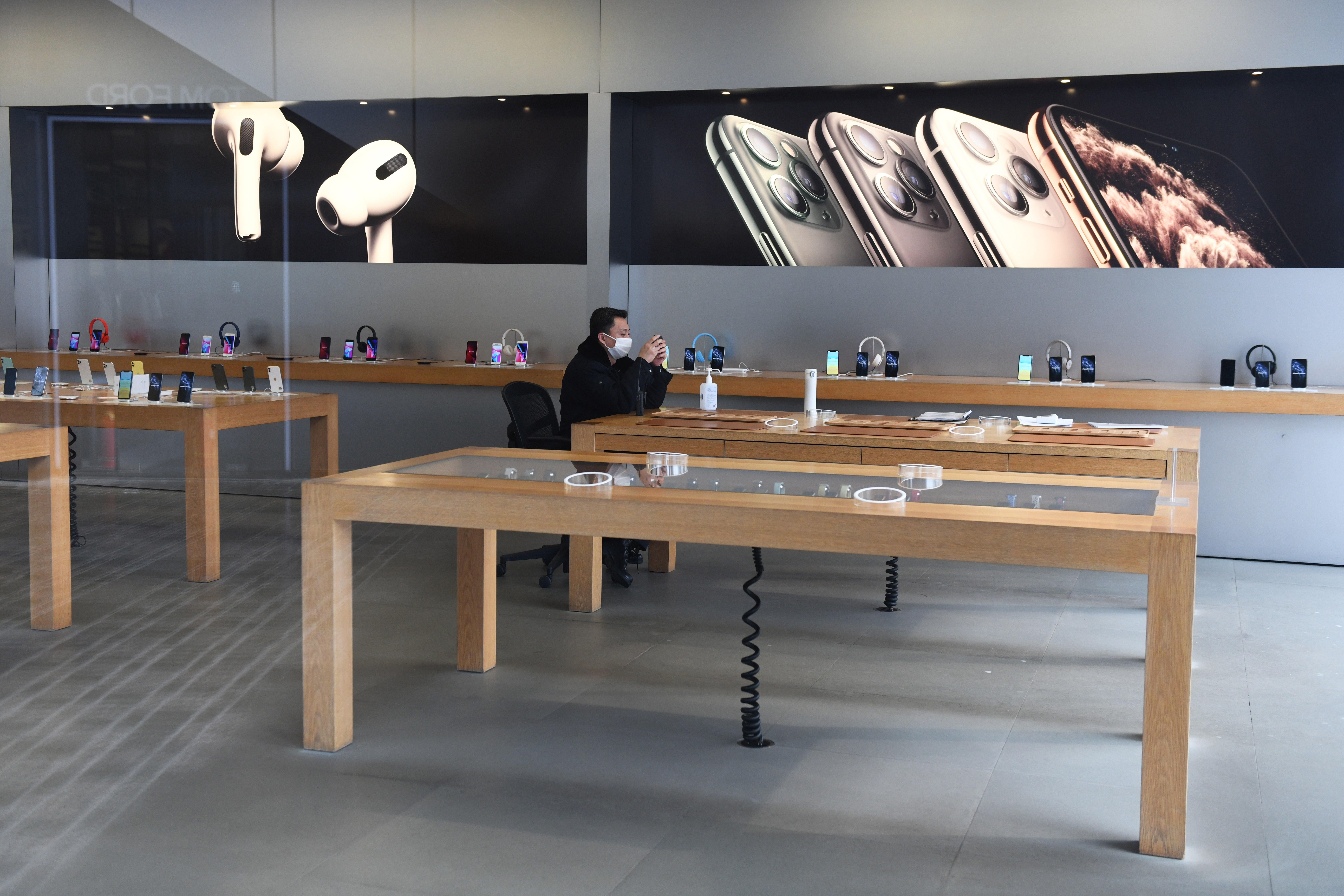 Bezárja a Kínán kívüli boltjait az Apple