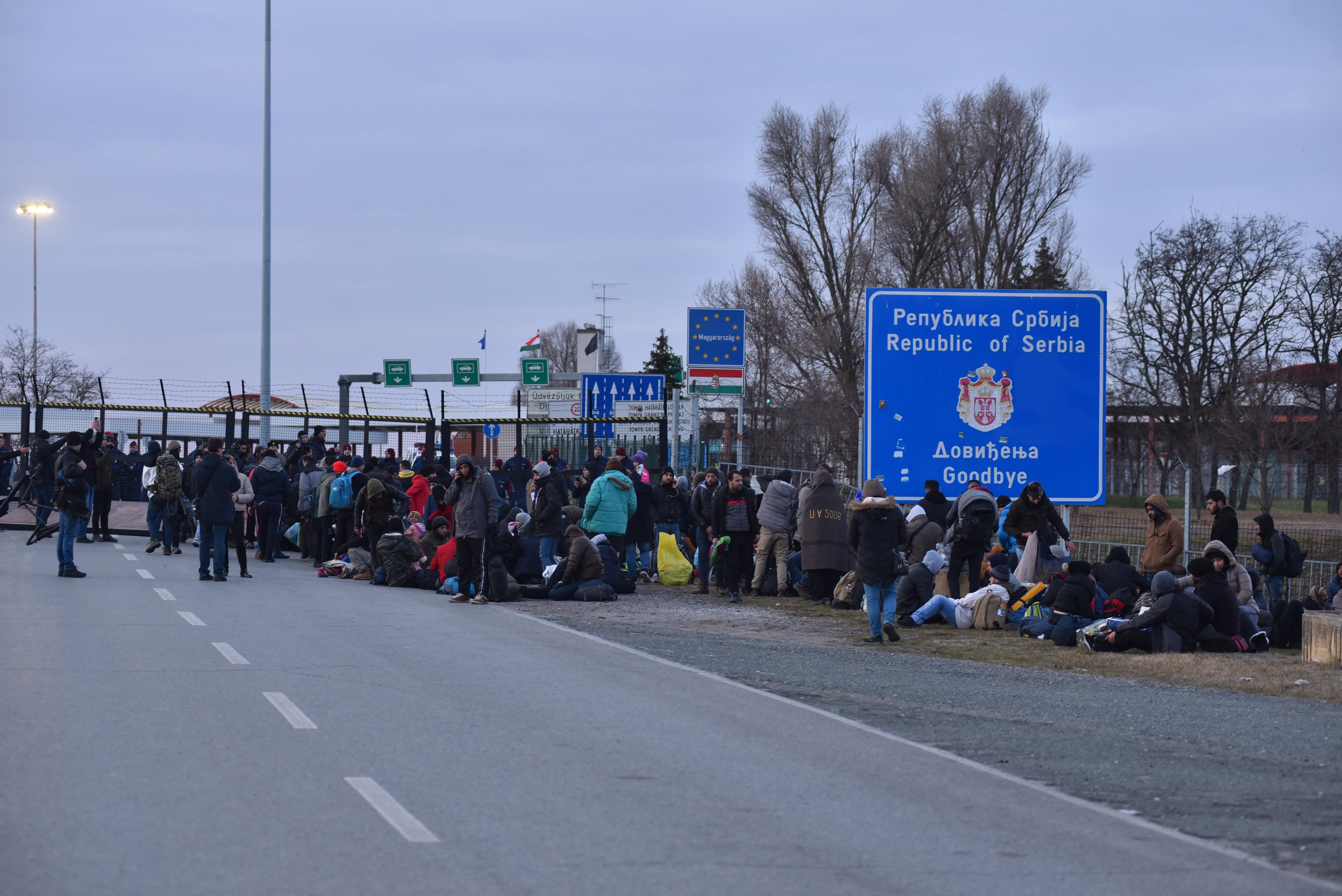 A szerb hatóságok minden tiltakozót elszállítottak a magyar határról