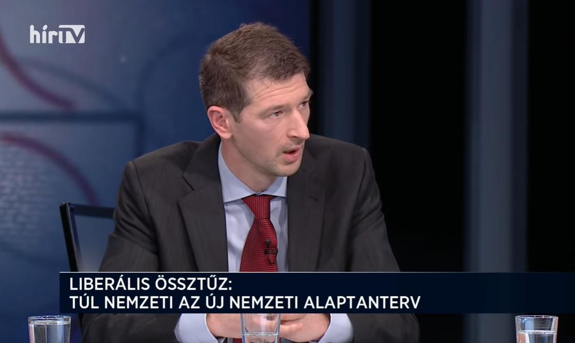 Szakács Árpád szerint ma is egy 1911-es szabadkőműves dokumentum alapján zajlik a történelem- és irodalomoktatás