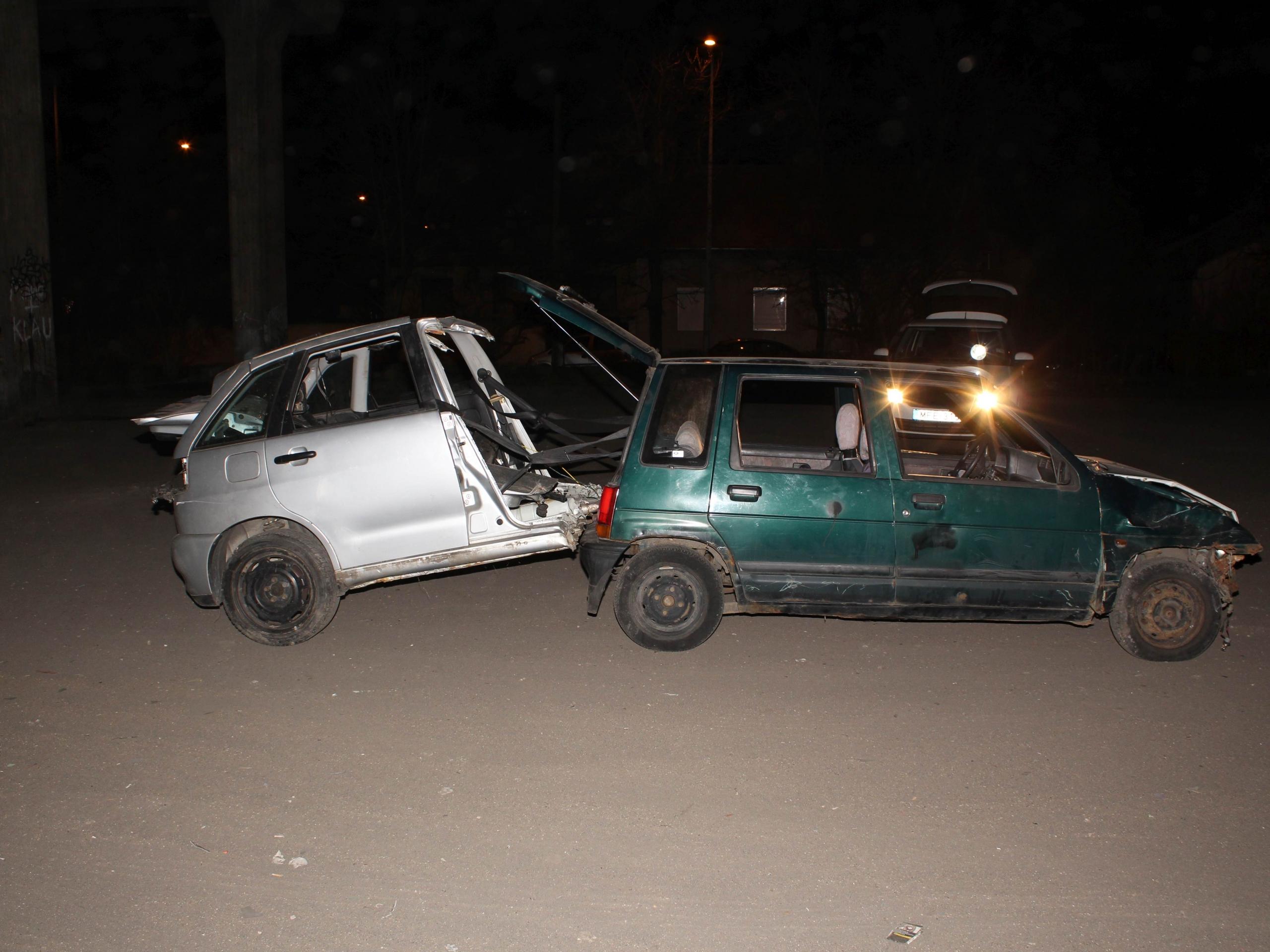 Elfogtak három férfit, akik egy lopott Daewoo-t toltak, amihez egy fél Seat volt kötve