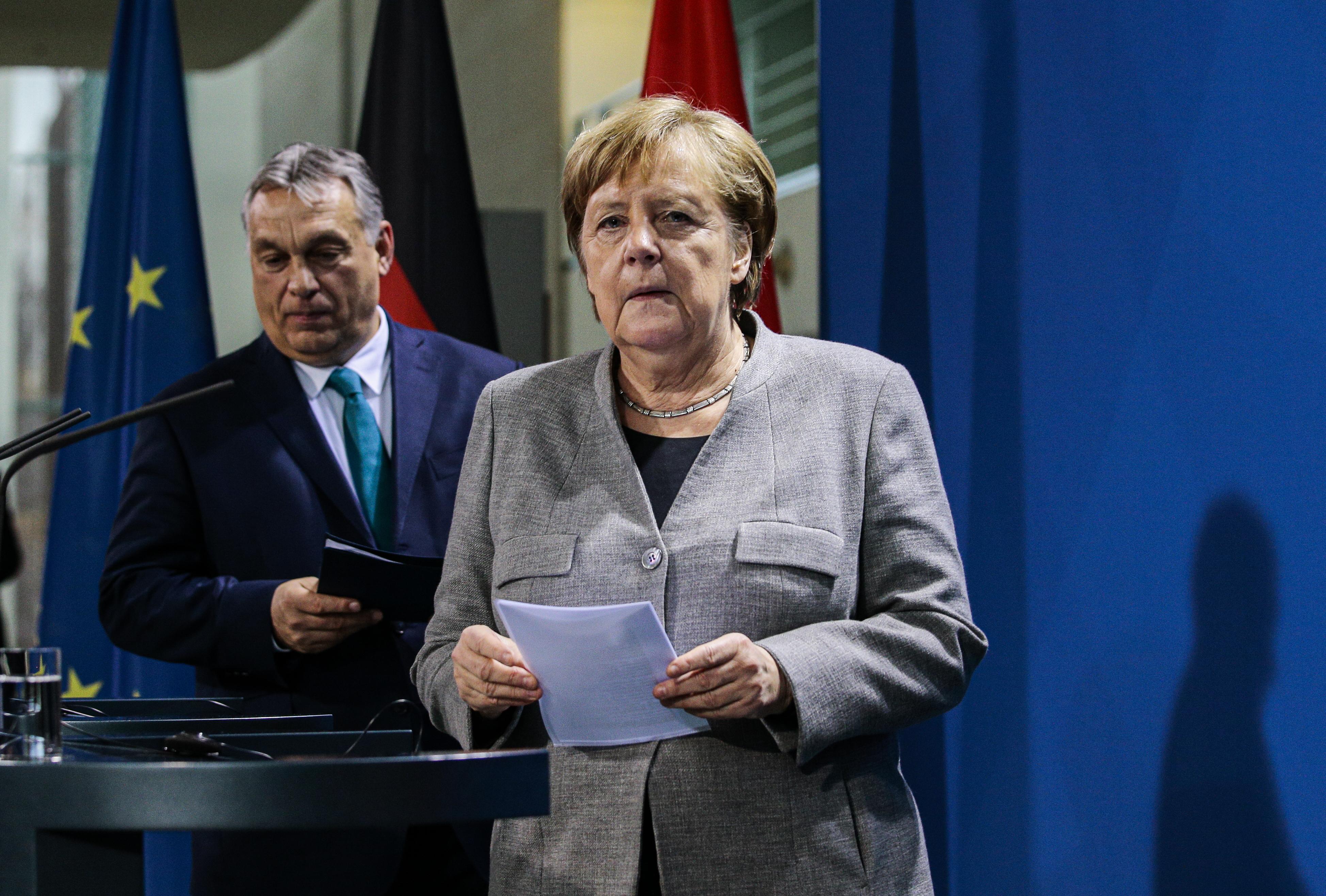 Merkel: A magyar törvény hátrányosan különbözteti meg a homoszexuális fiatalkorúakat