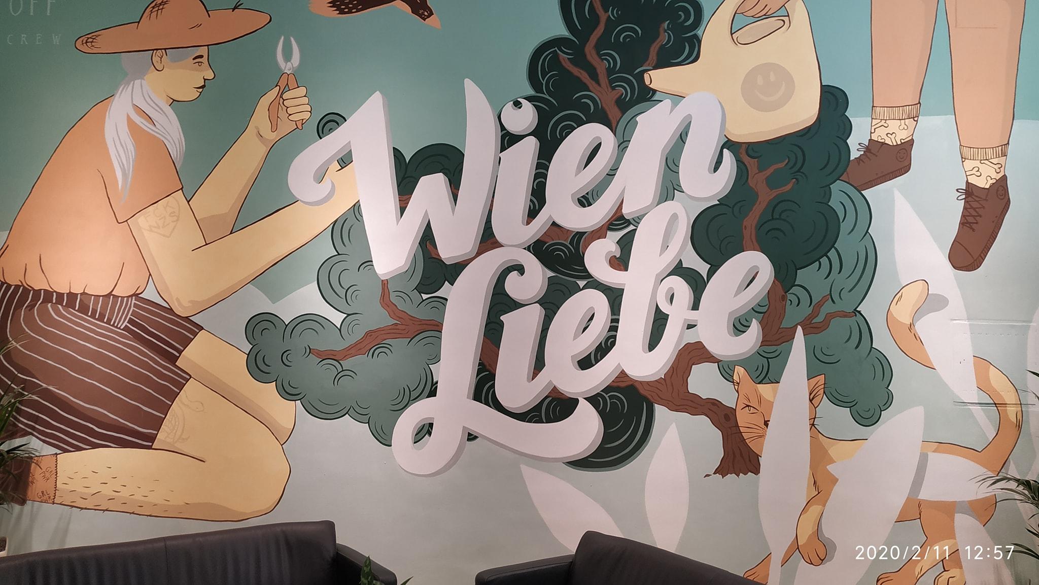 Bécs zöld alpolgármesterének irodája előtt egy 'FCK NZS' tetoválású lányt ábrázoló graffiti fogadja a látogatókat