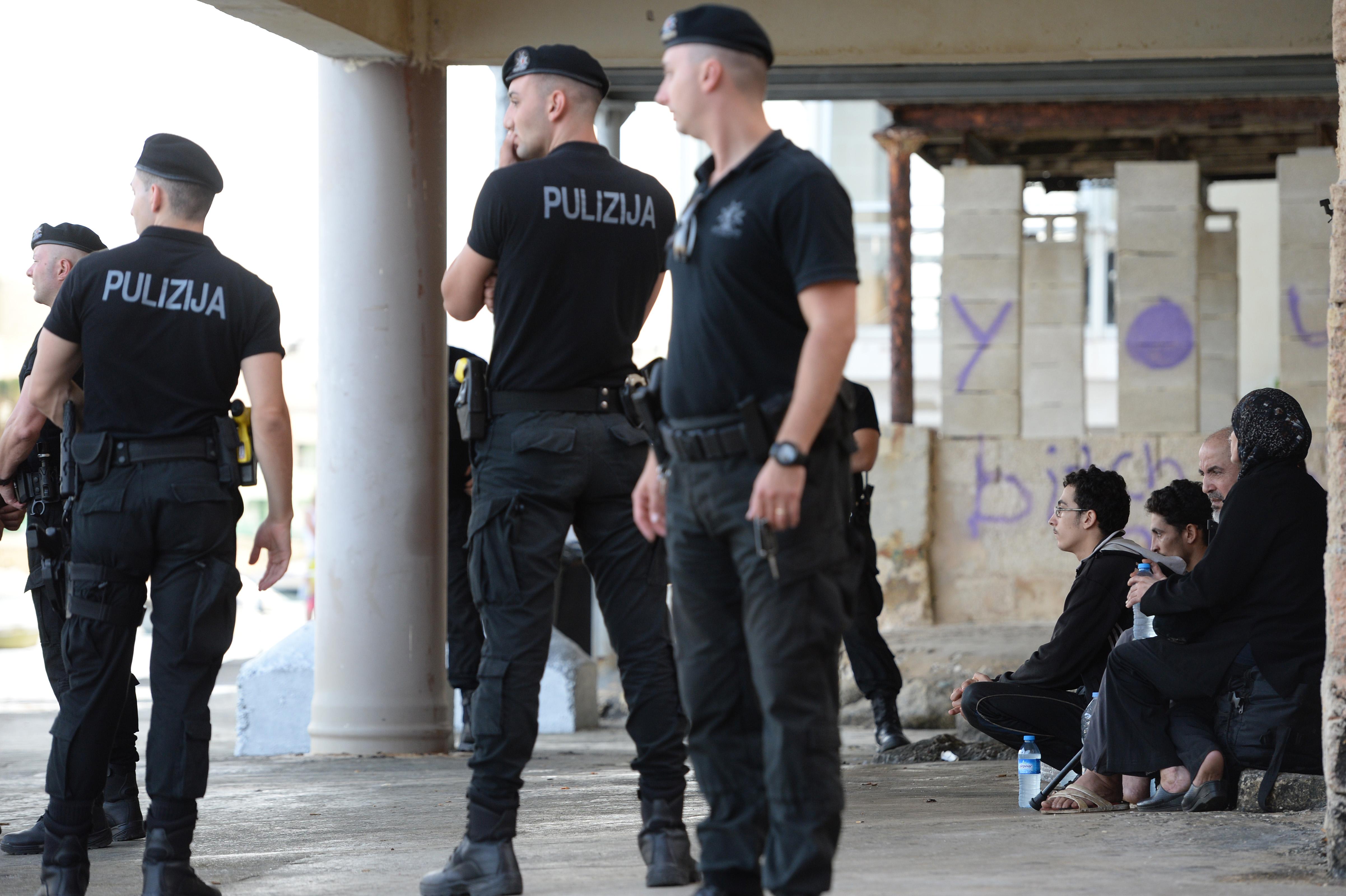Letartóztatták a közlekedési rendőrök felét Máltán