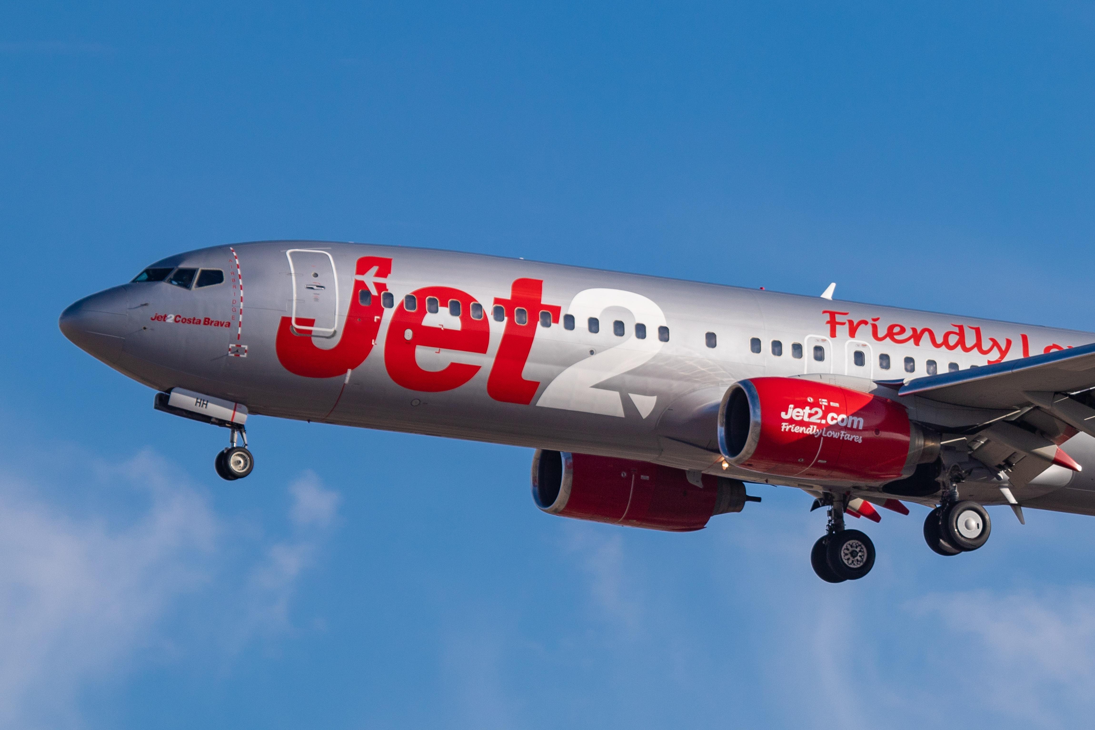 Két év börtönre ítéltek egy nőt, aki azzal fenyegetőzött, hogy a levegőben kinyitja a repülő ajtaját