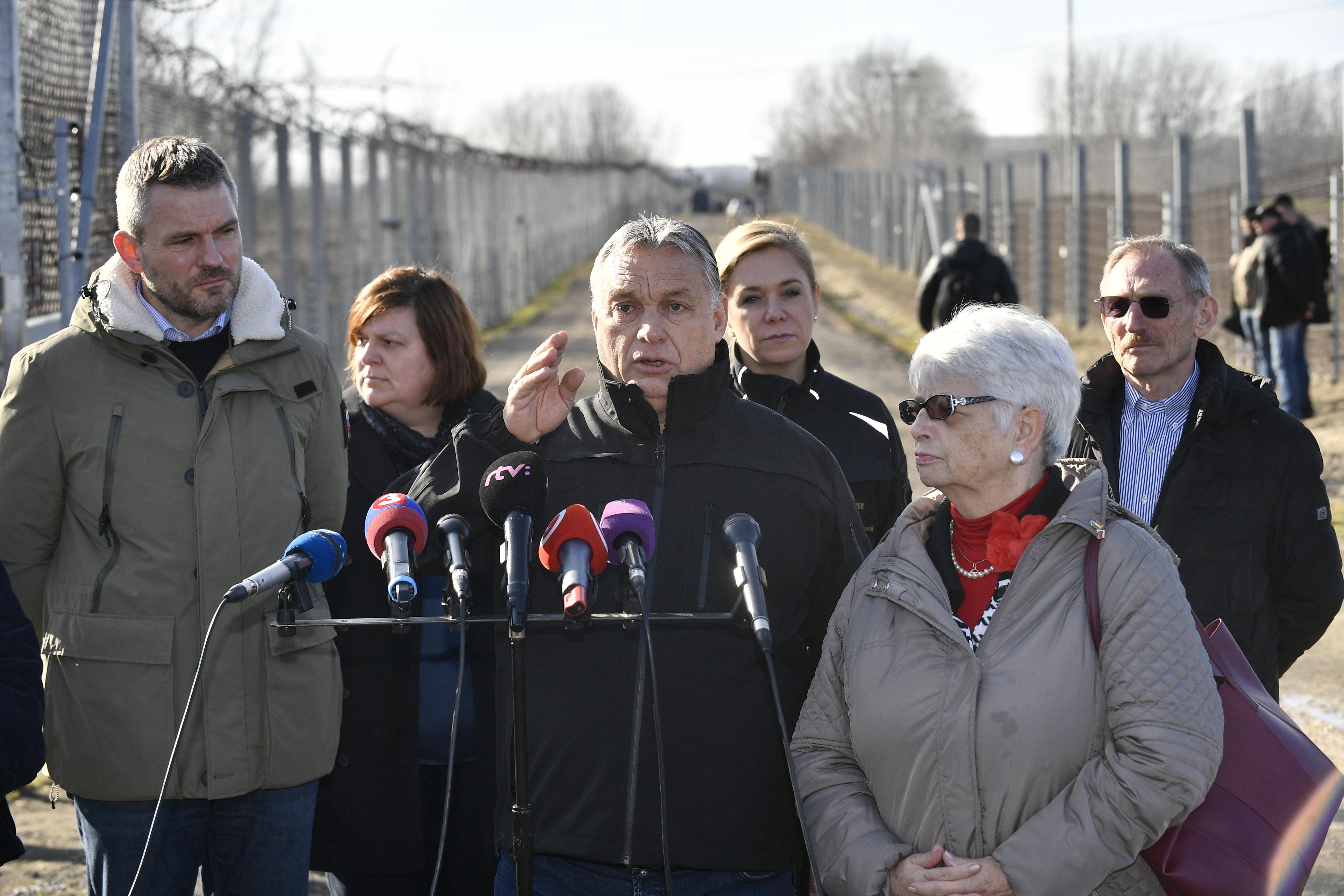 Orbán: Brüsszelből kerítésre egy fillért sem adnak nekünk, mert mi rossz listára vagyunk felírva