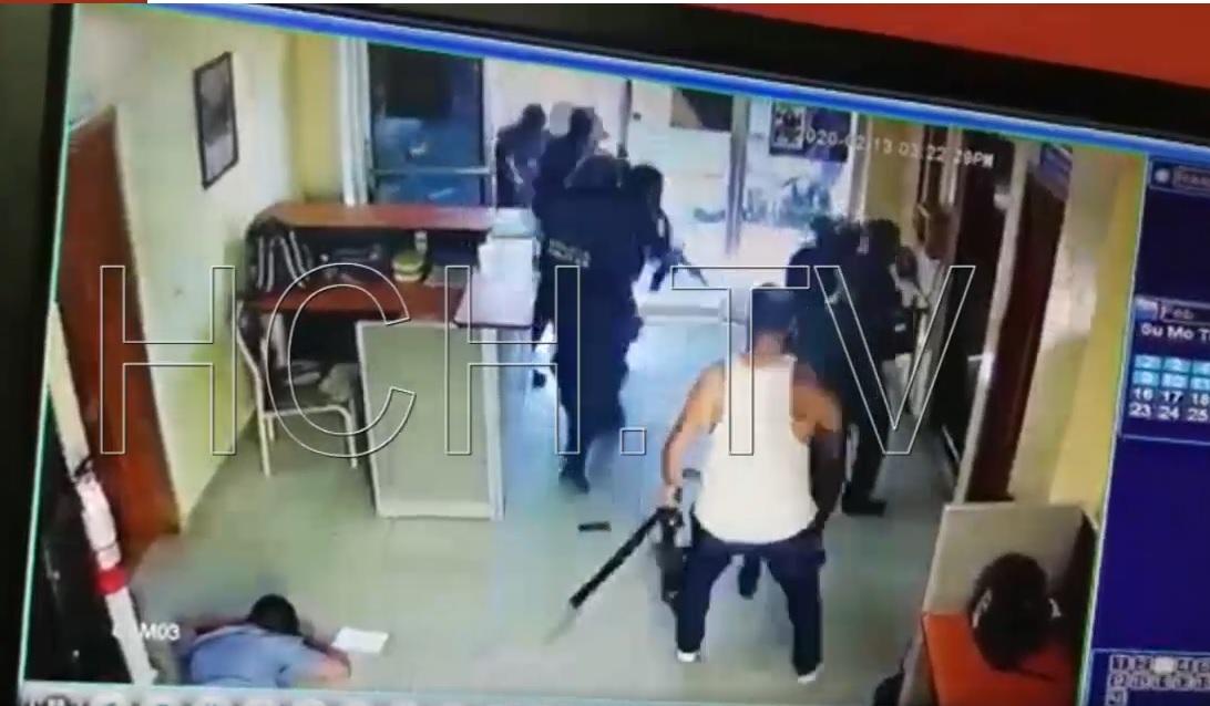 Fegyveresek rohanták le a hondurasi bíróságot, amikor elkezdődött az MS-13 vezérének tárgyalása