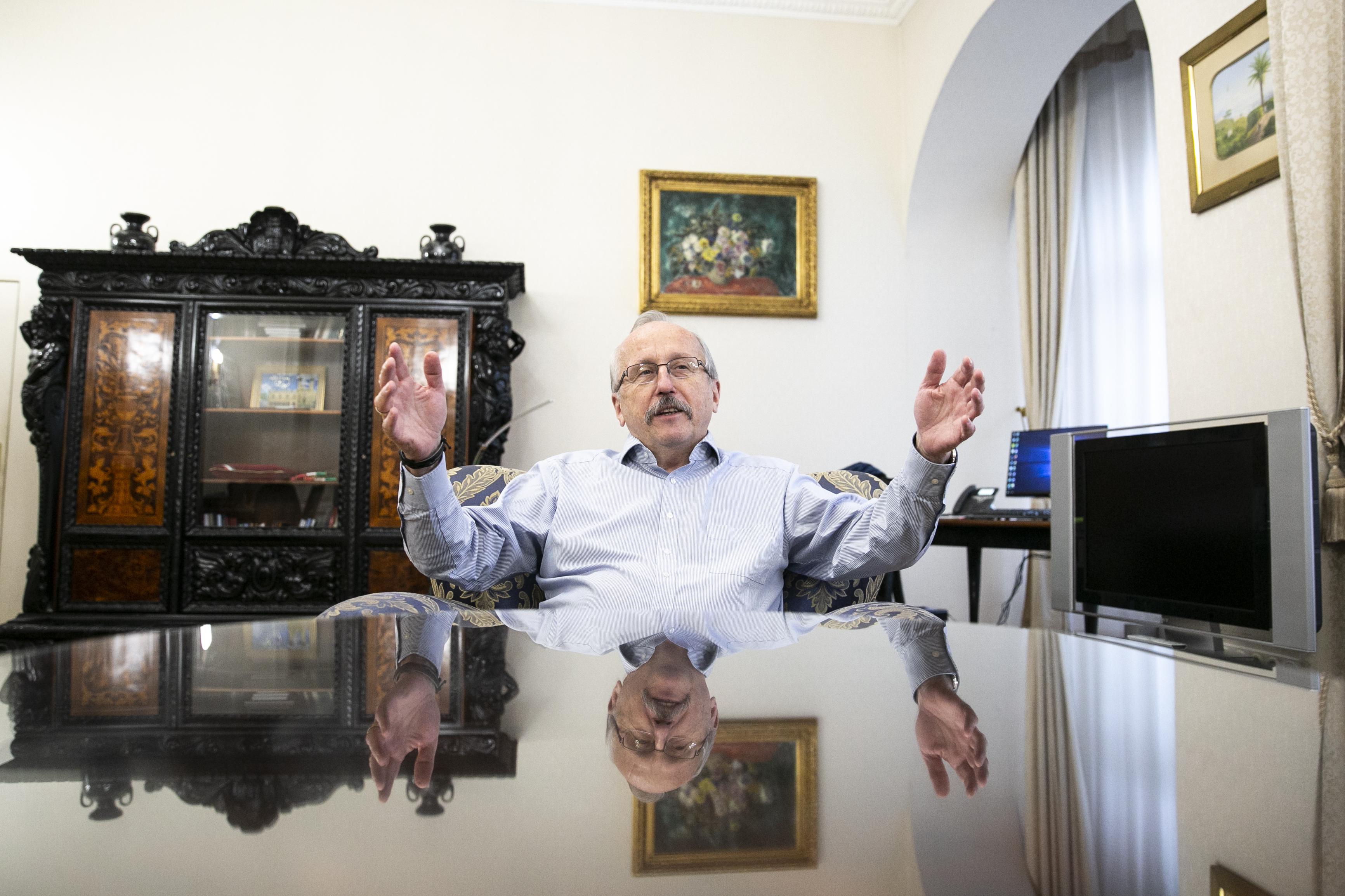 Niedermüller Péter szerint kedd este Budapesten jobb volt írnek lenni