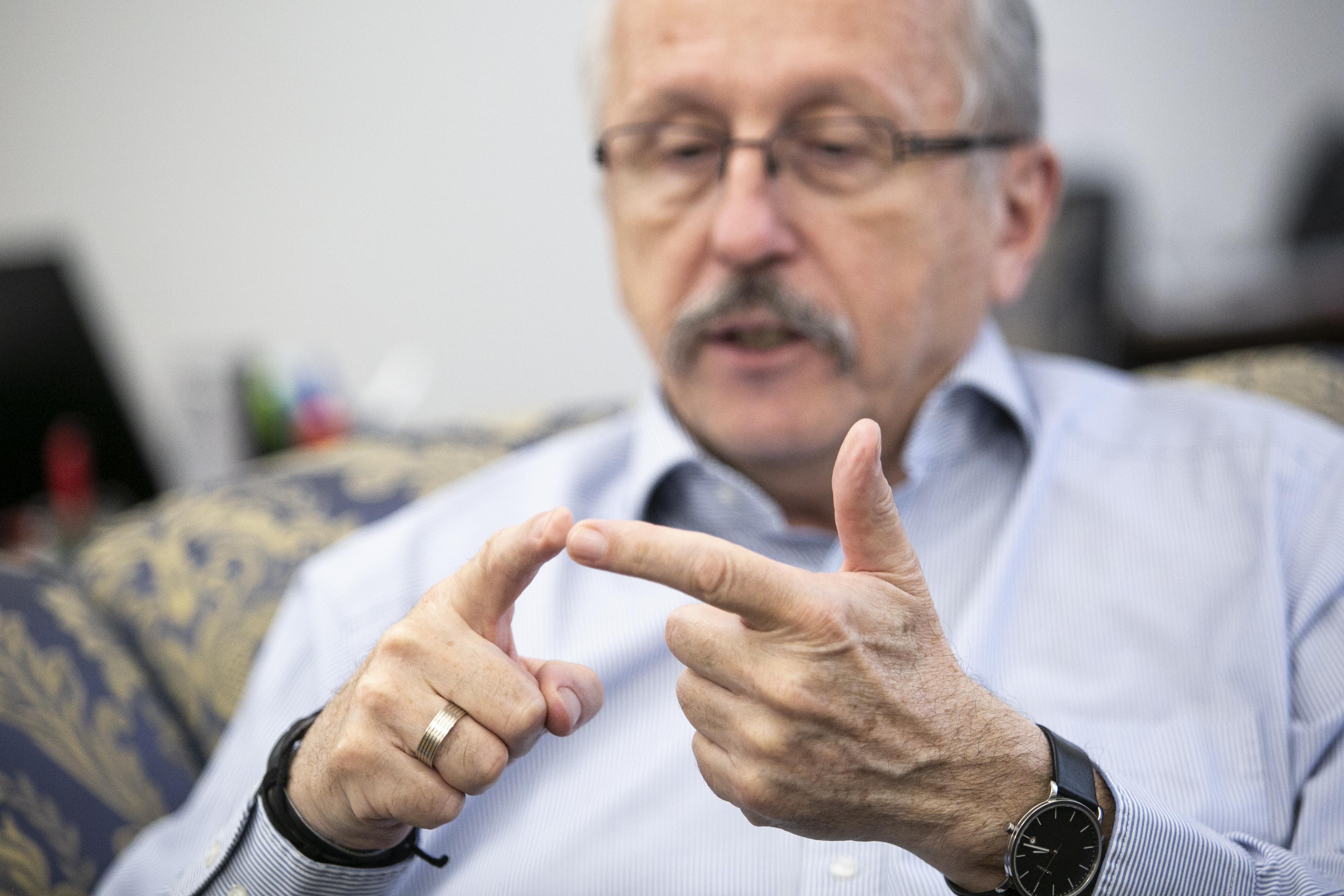 Niedermüller 484 ezer forintot kért a kerületi cégek átvilágítási jelentéseiért az Átlátszótól