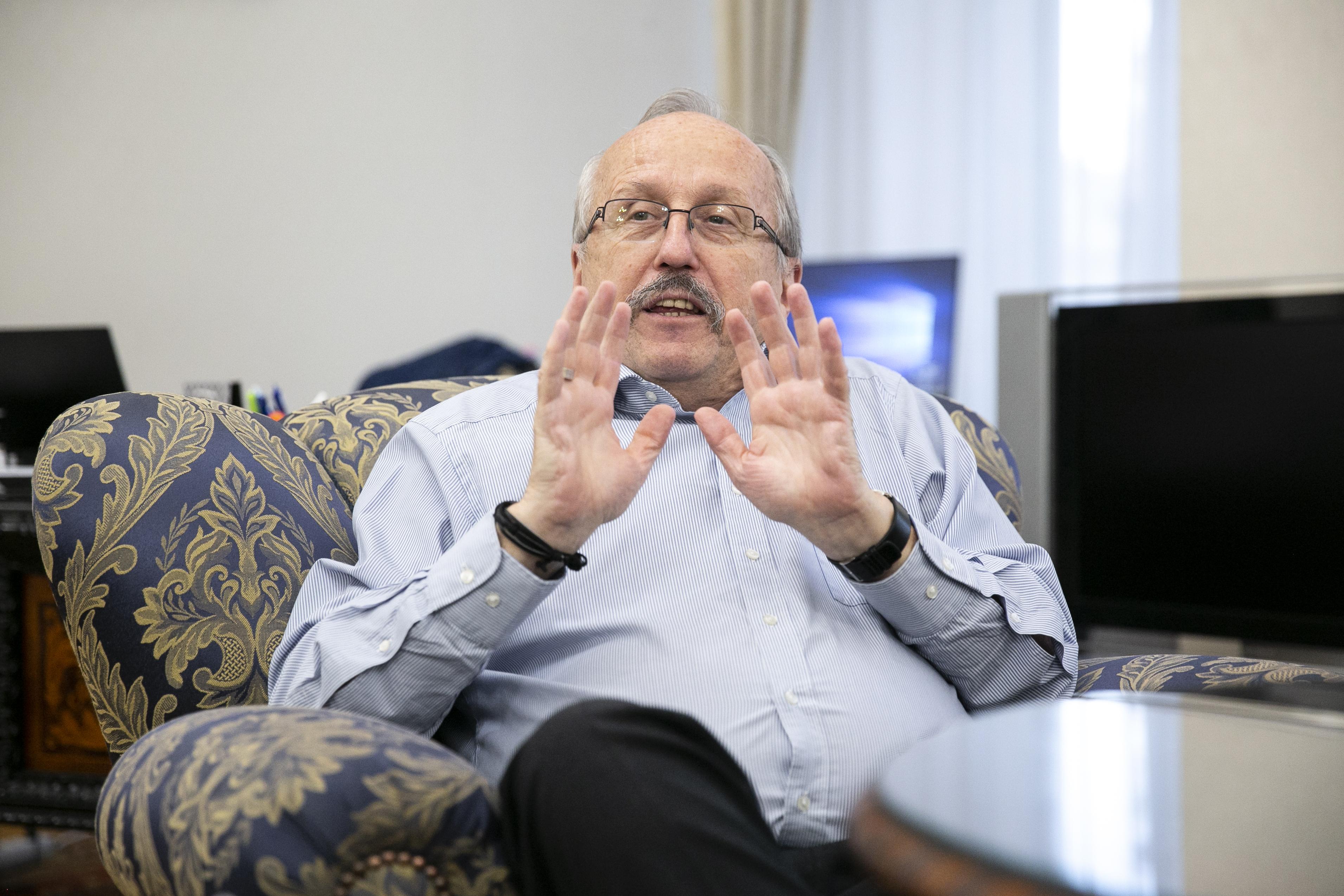 Nem vagyunk drogdílerek, válaszolta a taxisszövetség Niedermüller Péternek