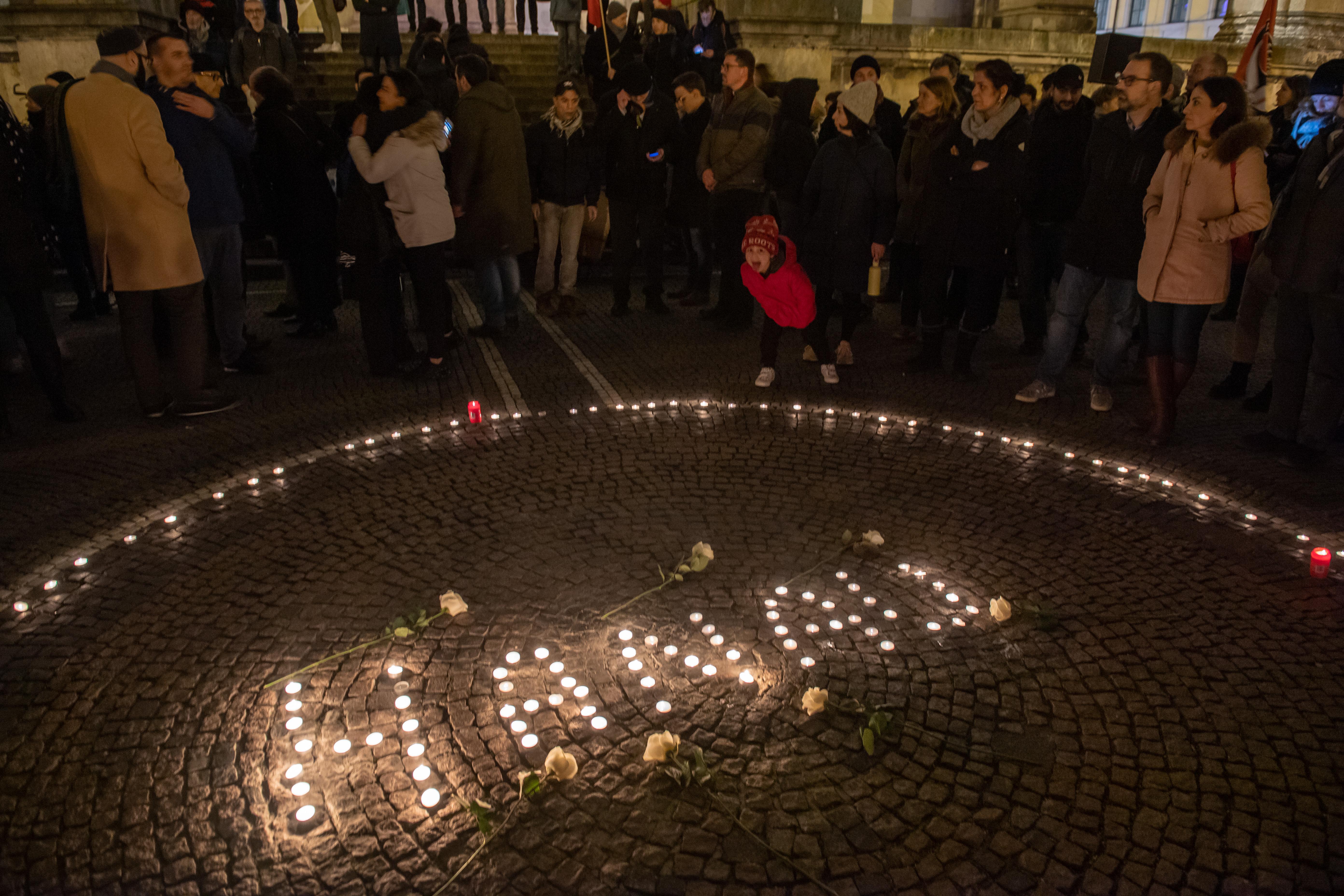 Németországszerte virrasztásokon emlékeztek a hanaui áldozatokra
