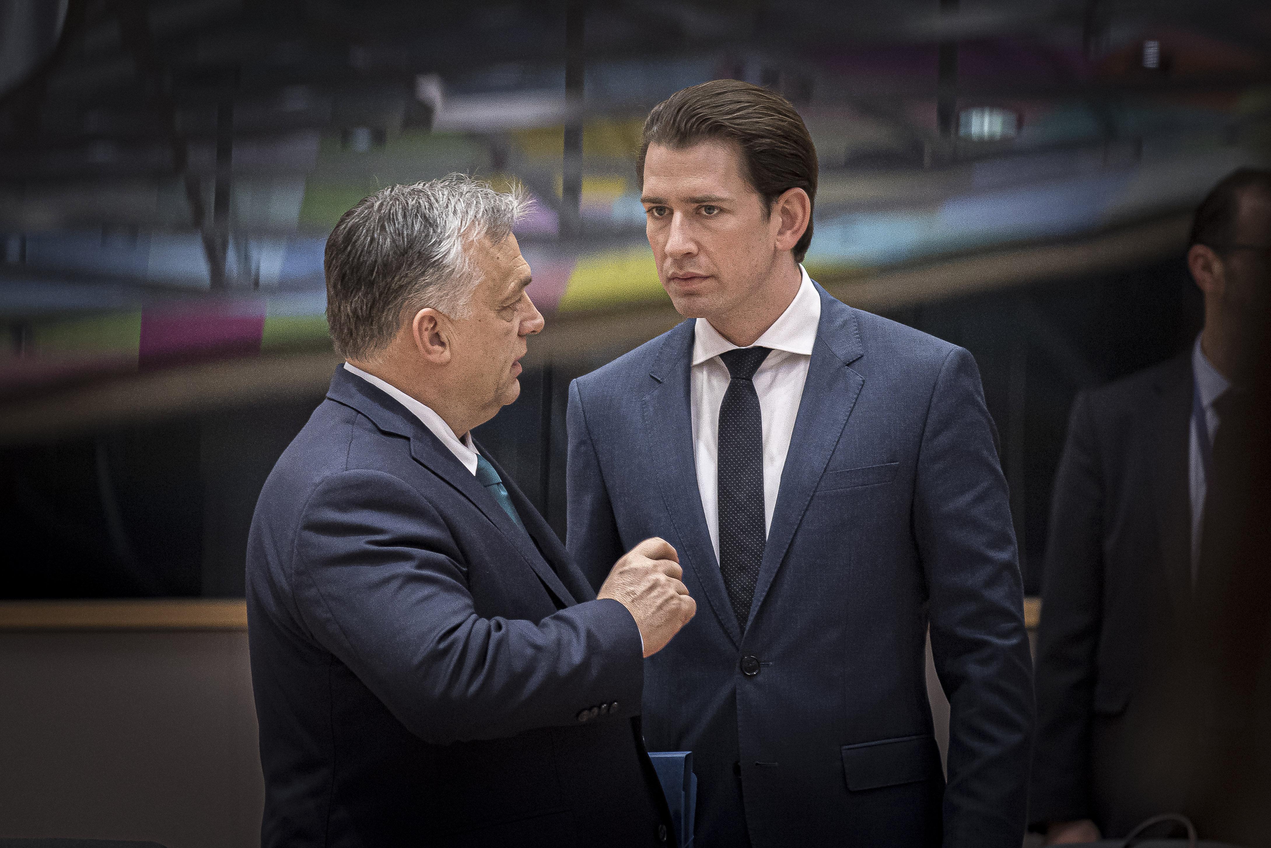 Orbán egészen mástól védené meg az osztrákokat, mint a saját kancellárjuk