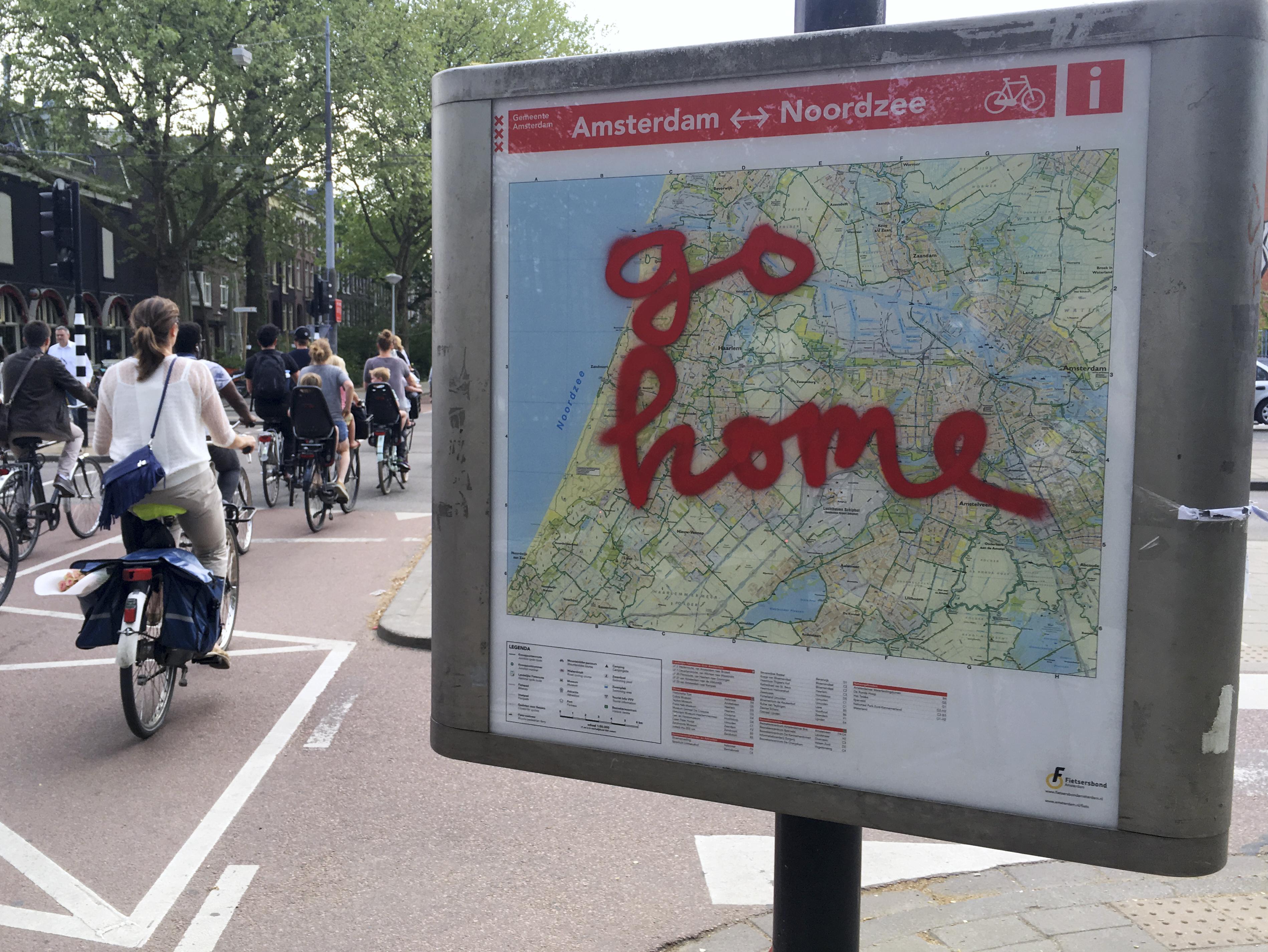 Megtiltják az idegenvezetőknek, hogy bazári majomként mutogassák a turistáknak az amszterdami prostituáltakat