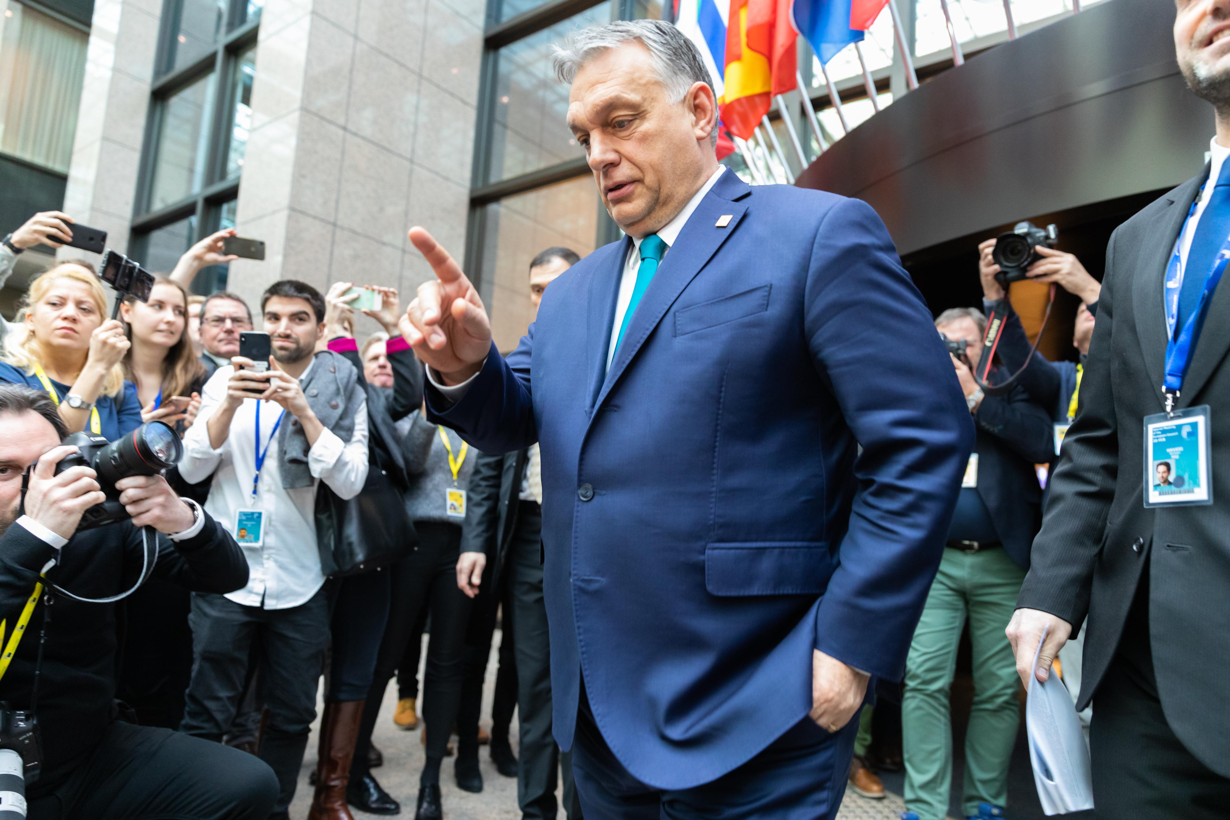 13 nyugat-európai kormány közös nyilatkozatban figyelmeztet, hogy vészhelyzetre hivatkozva sem lehet fellépni a jogállamiság és a szabad sajtó ellen