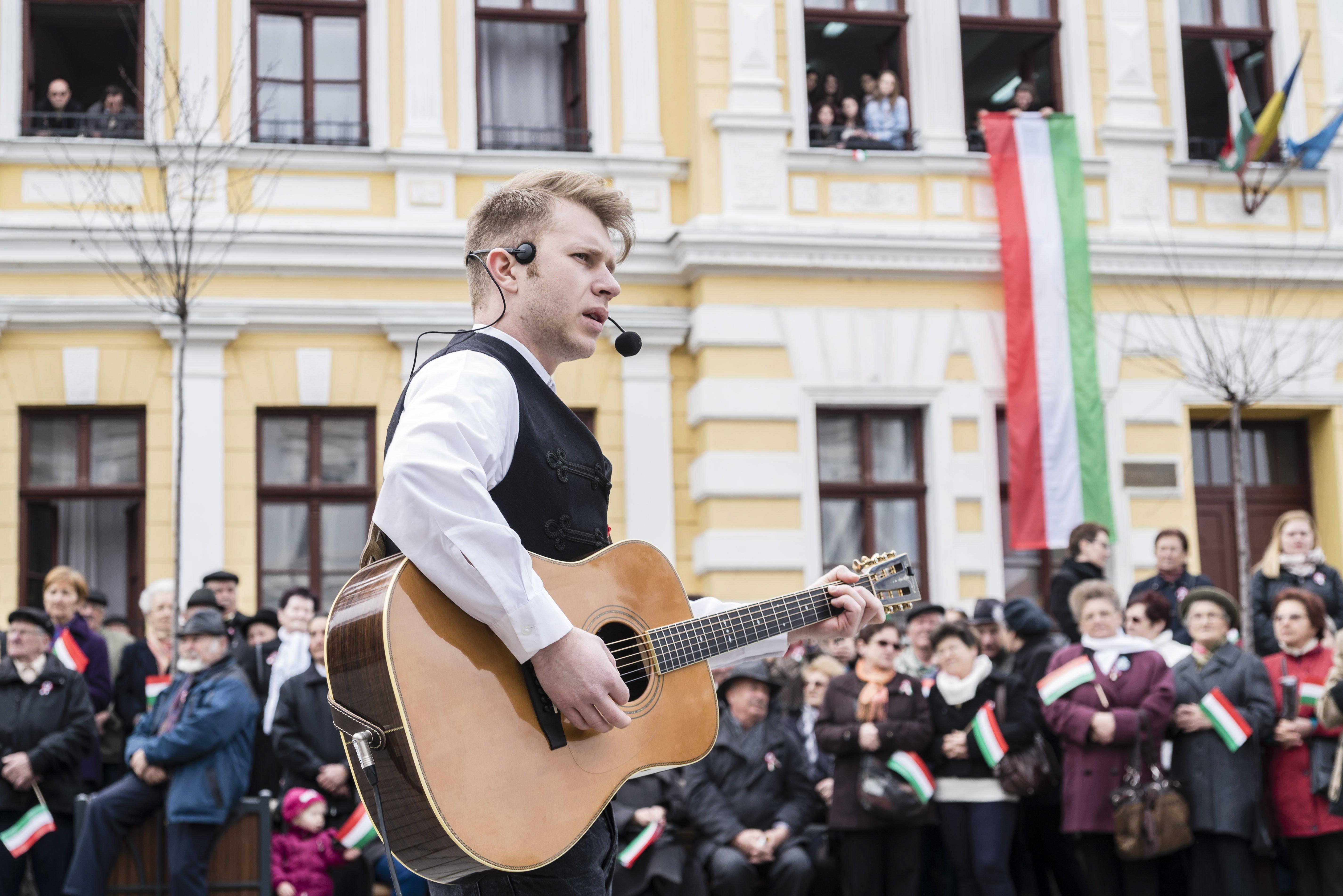 Kultúra felsőfokon: feldolgozás-rockzenekar turnéját is fizeti az állam, hadd művelődjenek a magyarock