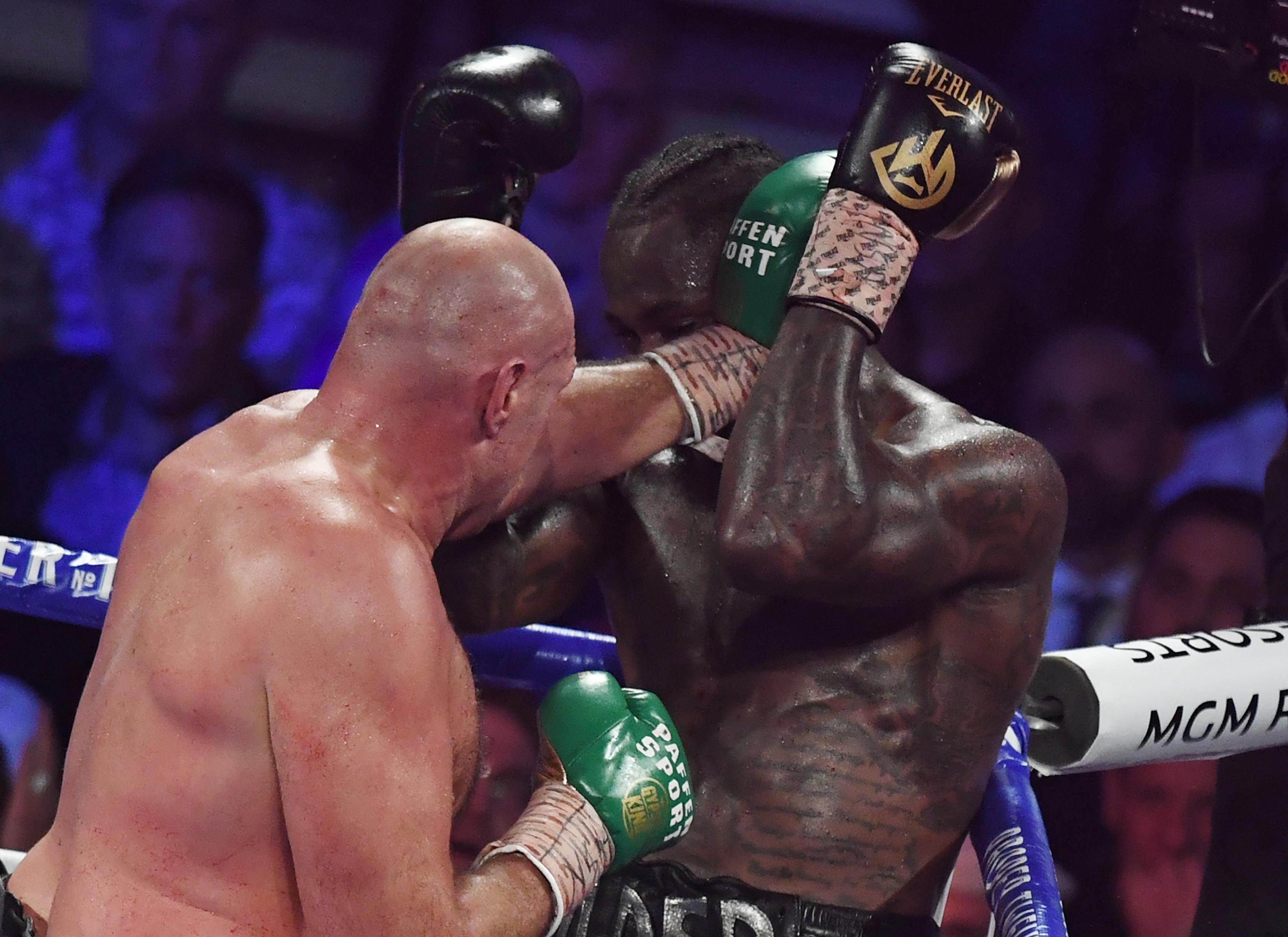 Tyson Fury TKO-val győzte le Deontay Wildert