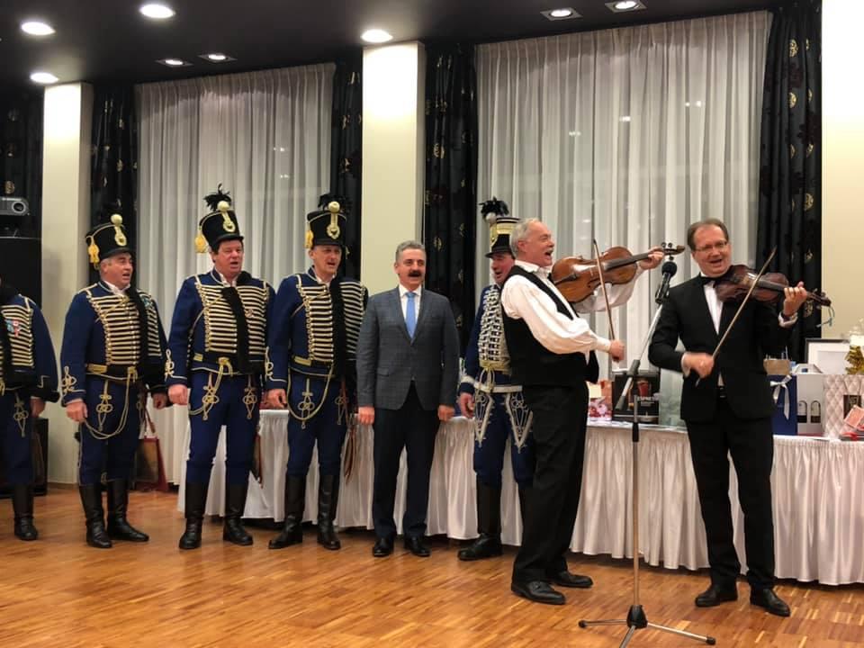 9 tökéletes fotó a XV. Pécsi Polgári Fidesz Bálról