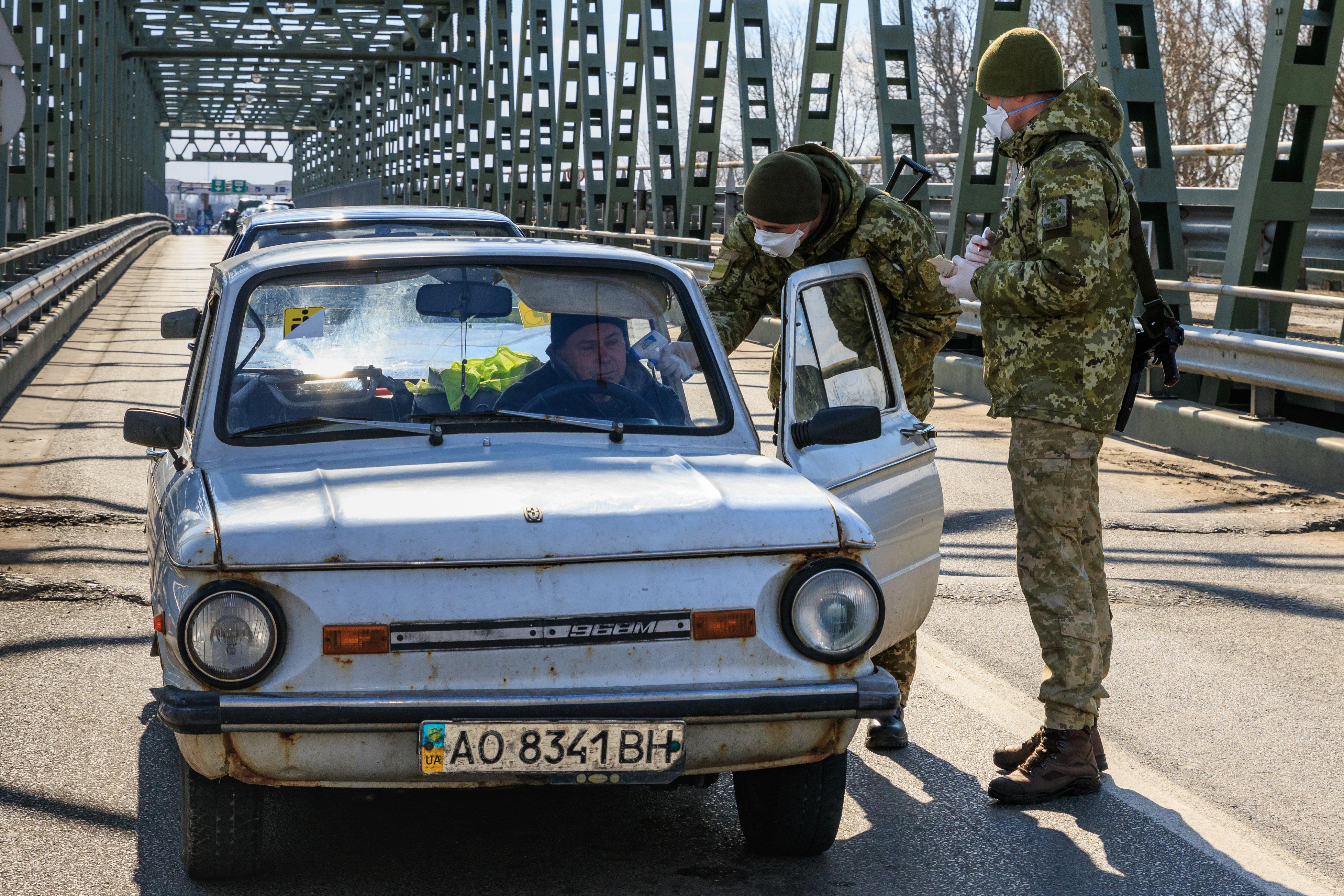 Vesztegzár alatt a koronavírus-járvány romániai gócpontja, Ukrajnában enyhítenének a karantén szabályain